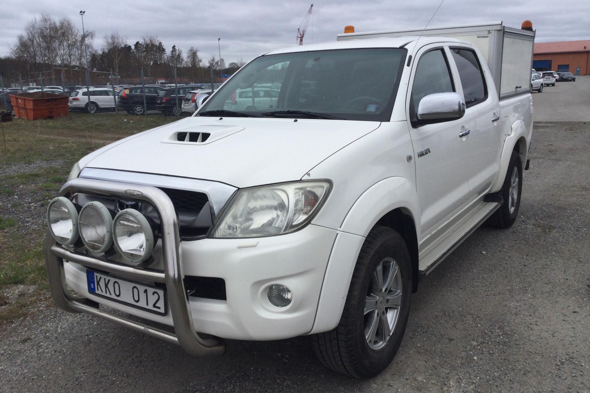 Toyota Hilux 3.0 D-4D 4WD (171hk) - 234 220 km - Automatic - white - 2011