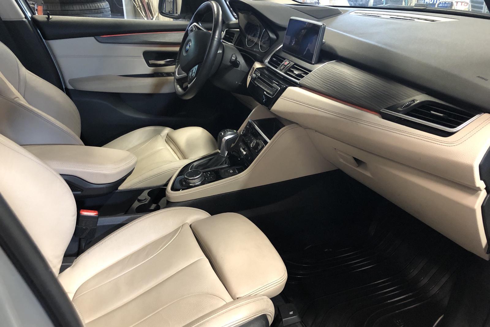 BMW 225xe Active Tourer, F45 (224hk) - 82 320 km - Automatic - silver - 2016