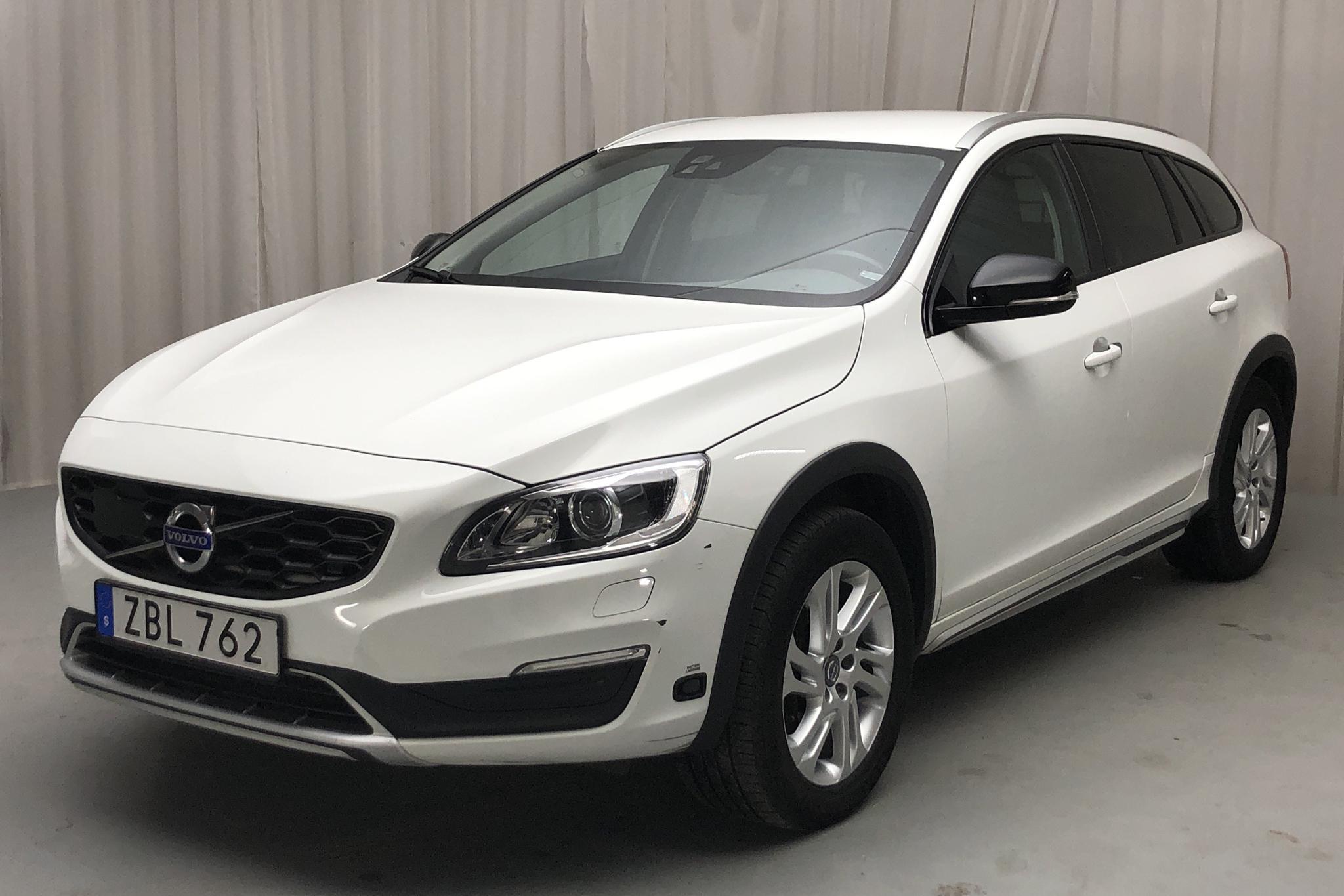 Volvo V60 D3 Cross Country (150hk) - 117 200 km - Automatic - white - 2018