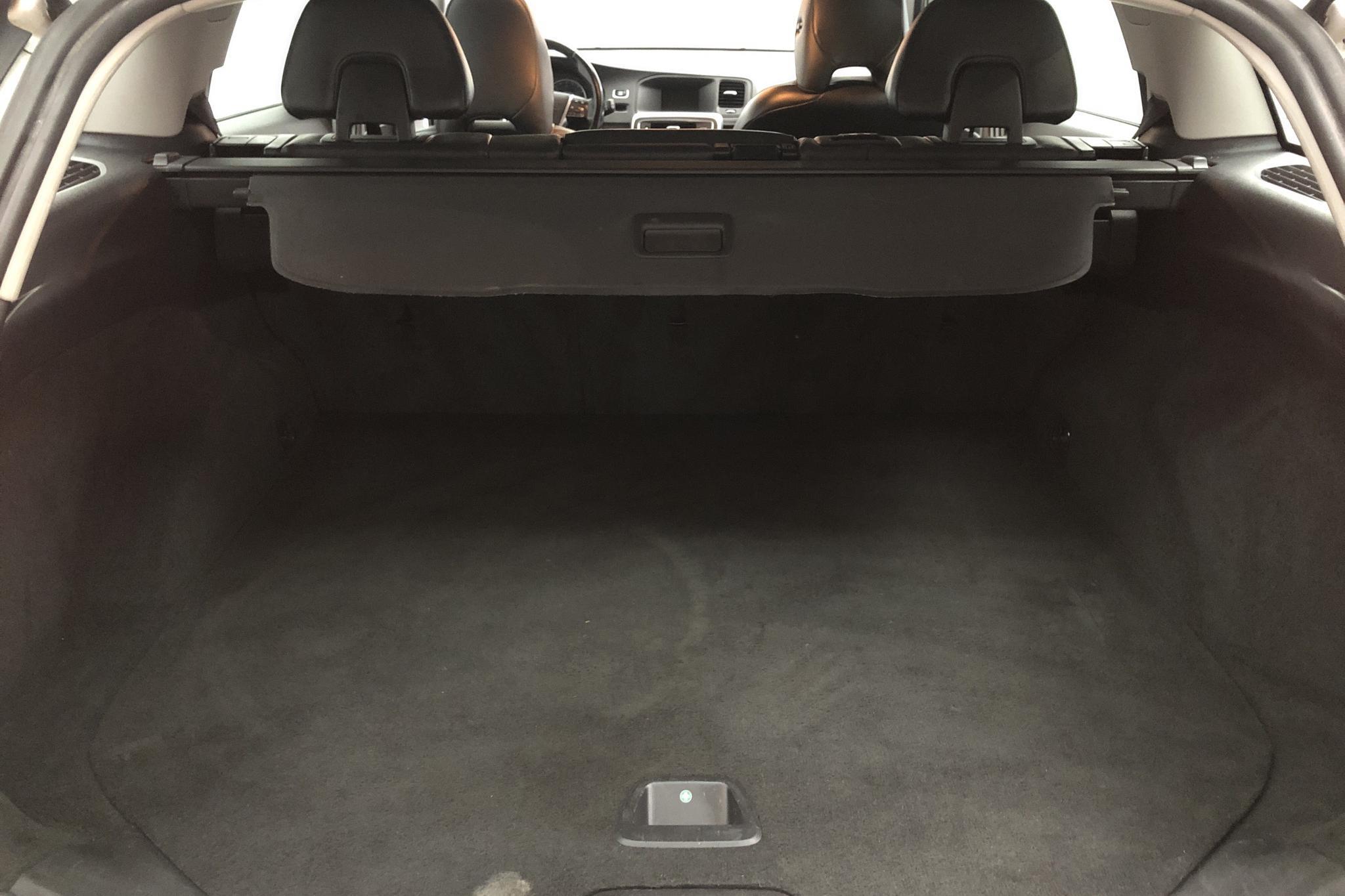 Volvo V60 D3 (136hk) - 125 560 km - Automatic - white - 2013