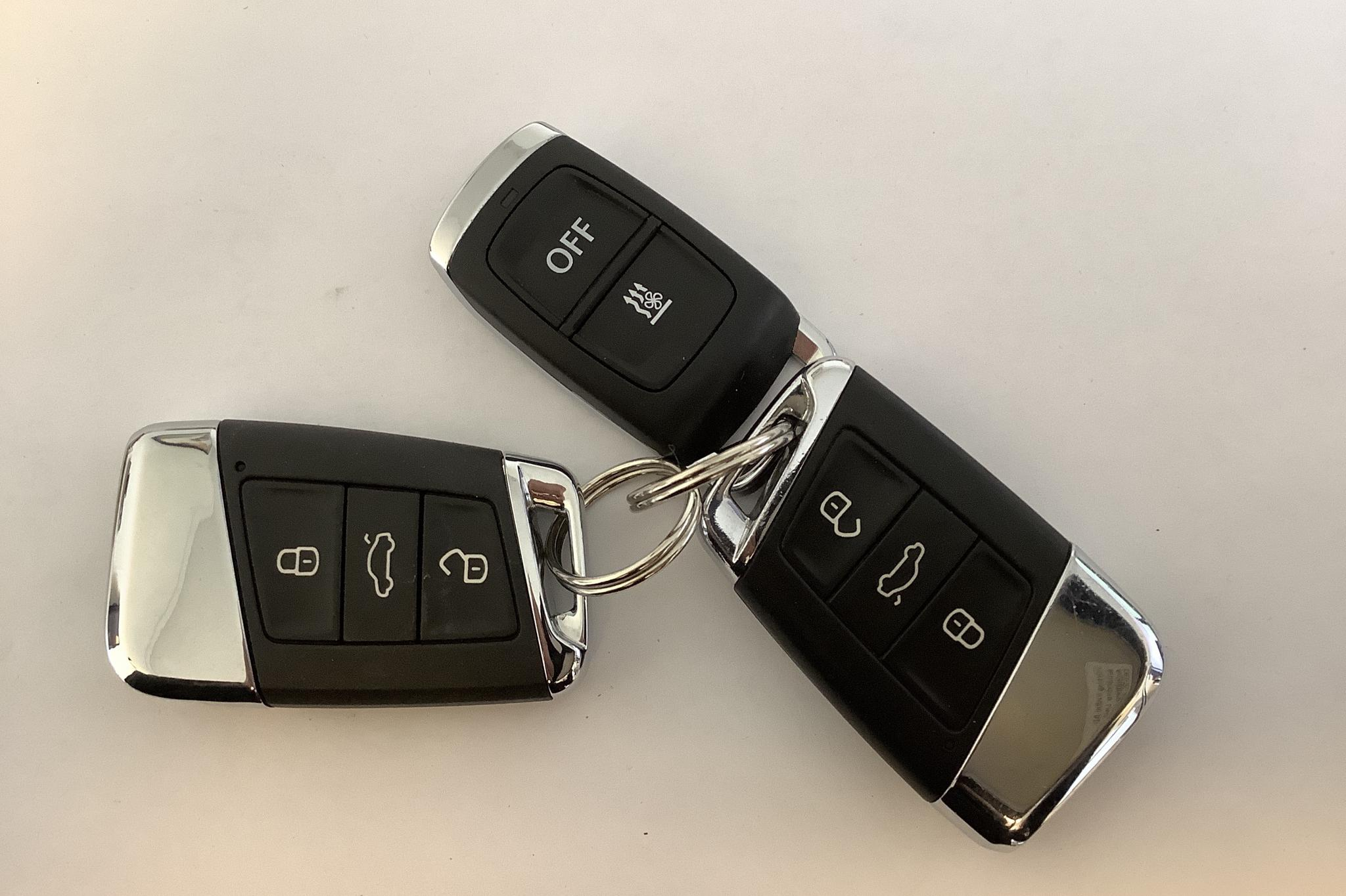 VW Passat 2.0 TDI Sportscombi 4MOTION (190hk) - 18 385 mil - Automat - vit - 2018