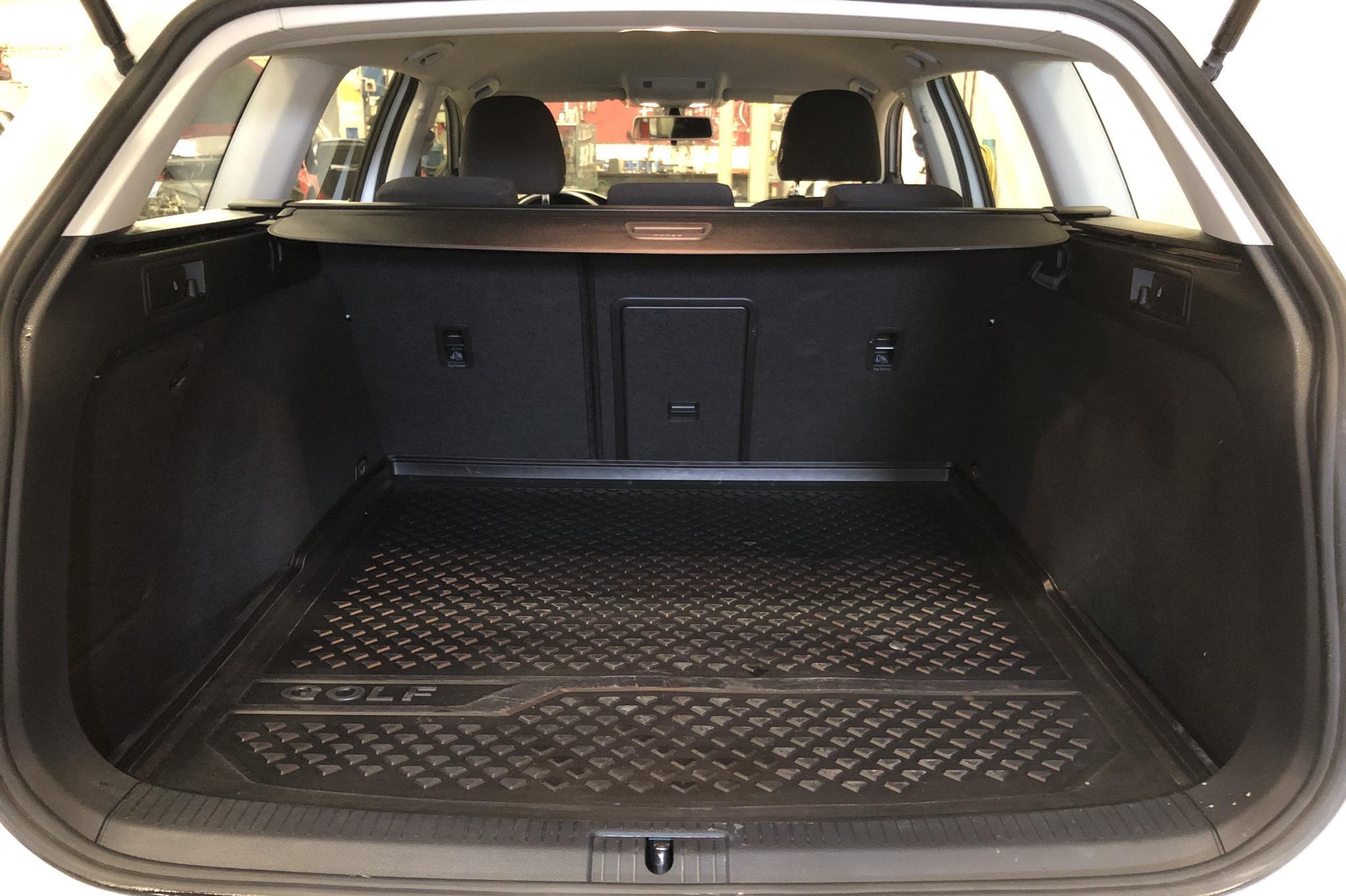 VW Golf VII 1.4 TSI Multifuel Sportscombi (125hk) - 8 476 mil - Manuell - vit - 2016