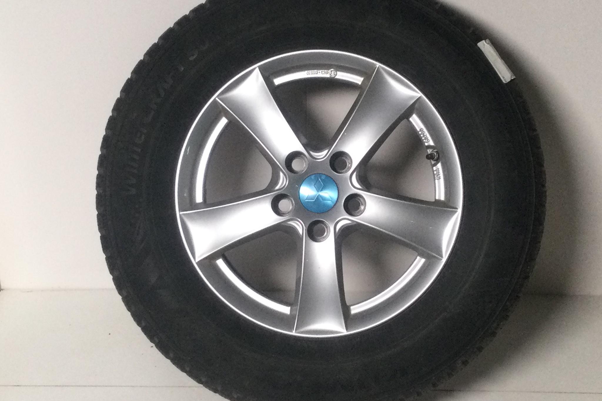 Mitsubishi Outlander 2.0 Plug-in Hybrid 4WD (121hk) - 157 730 km - Automatic - gray - 2017
