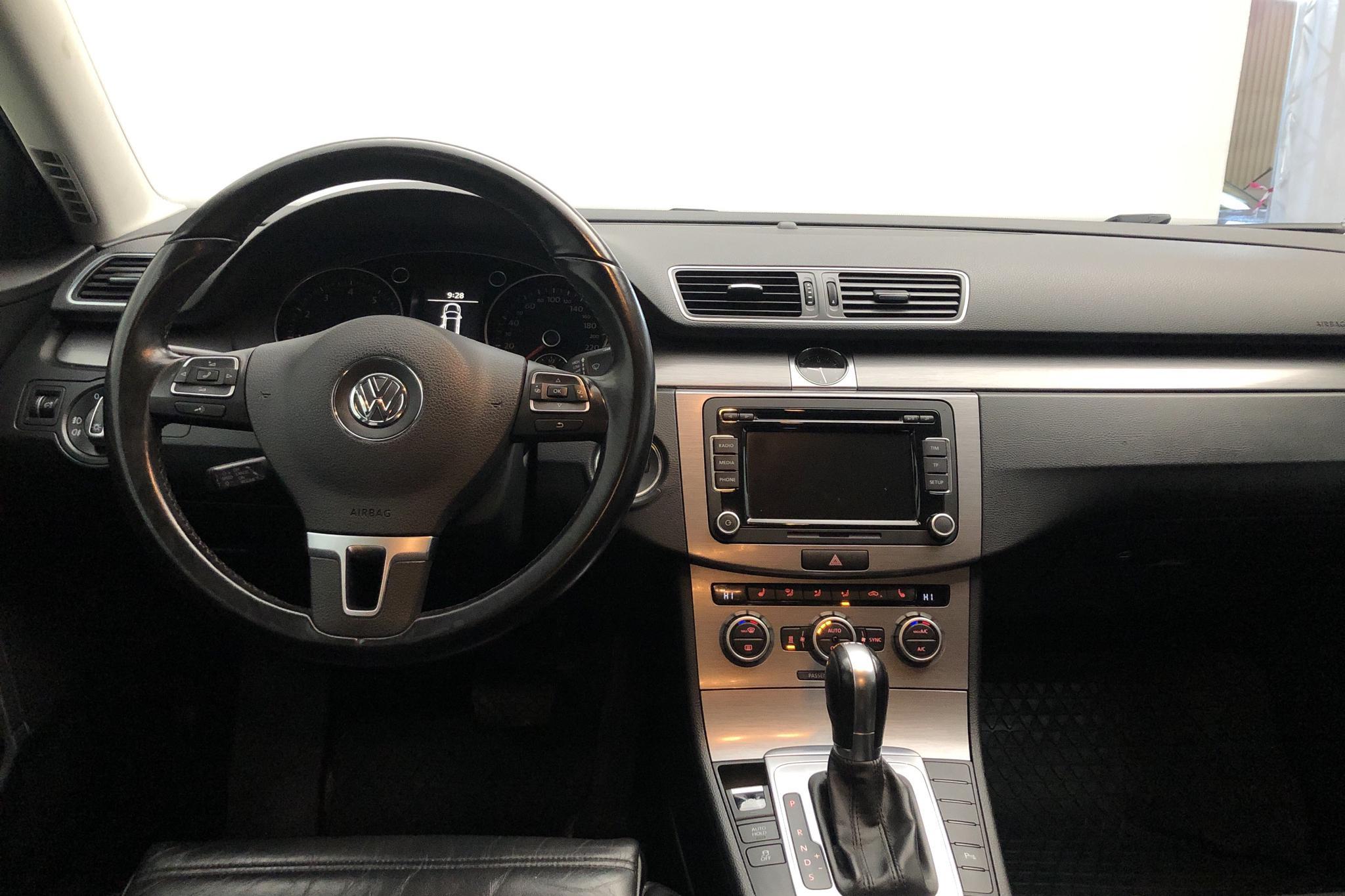 VW Passat 1.4 TSI EcoFuel Variant (150hk) - 115 090 km - Automatic - black - 2013