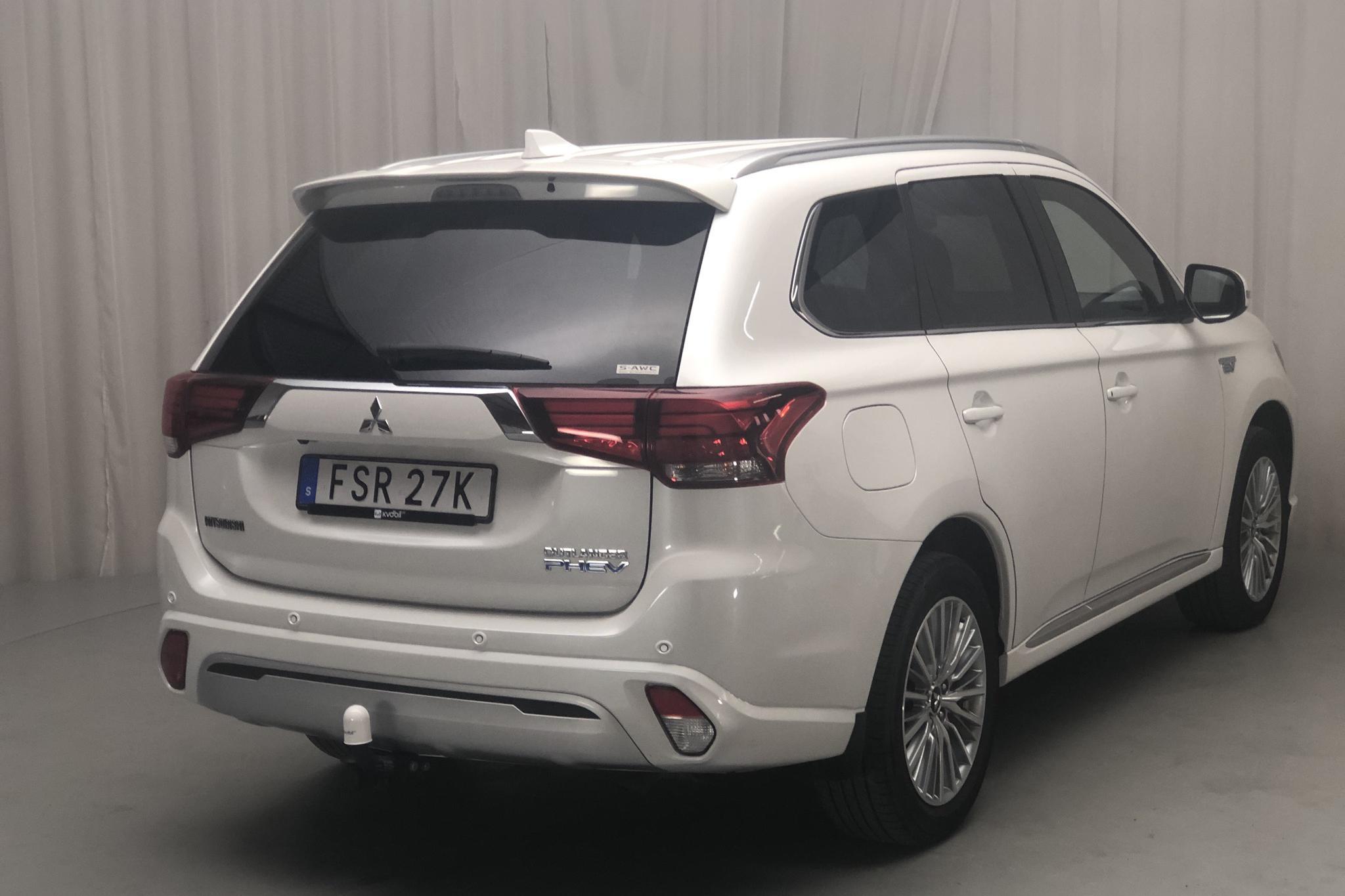 Mitsubishi Outlander 2.4 Plug-in Hybrid 4WD (136hk) - 6 670 mil - Automat - vit - 2019