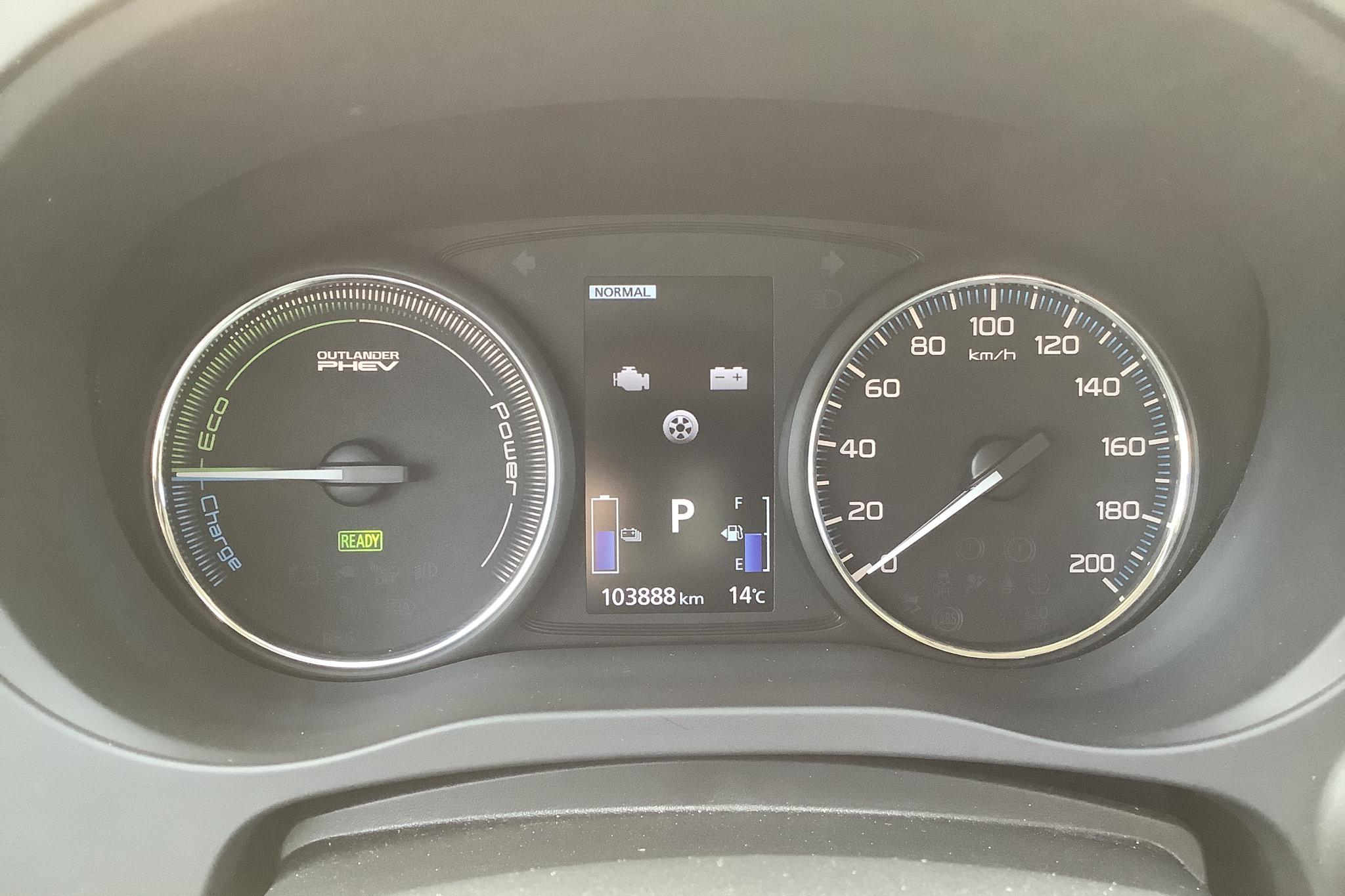 Mitsubishi Outlander 2.0 Plug-in Hybrid 4WD (121hk) - 103 880 km - Automatic - black - 2016