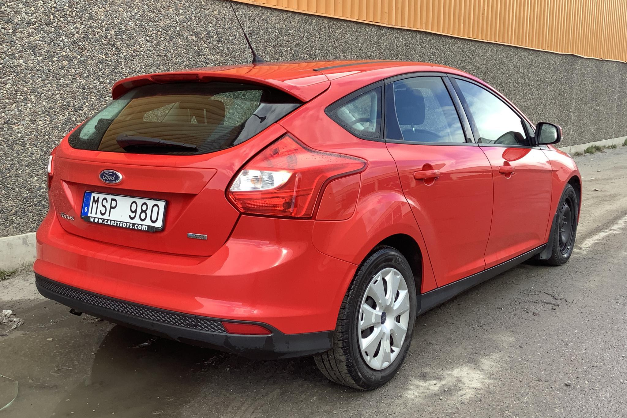 Ford Focus 1.0 EcoBoost 5dr (100hk) - 64 480 km - Manual - red - 2012