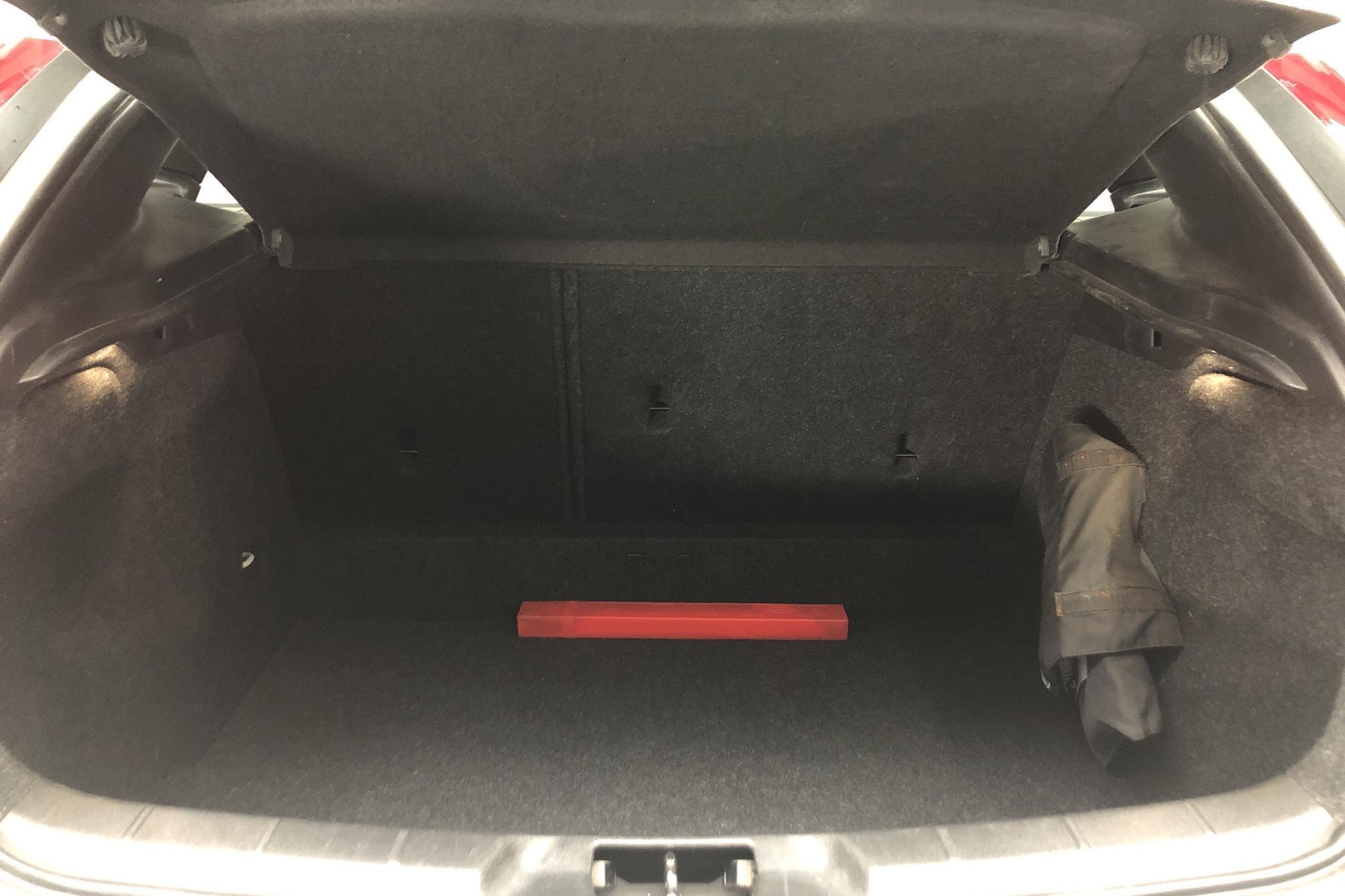 Volvo V40 D2 (115hk) - 4 870 mil - Automat - vit - 2014