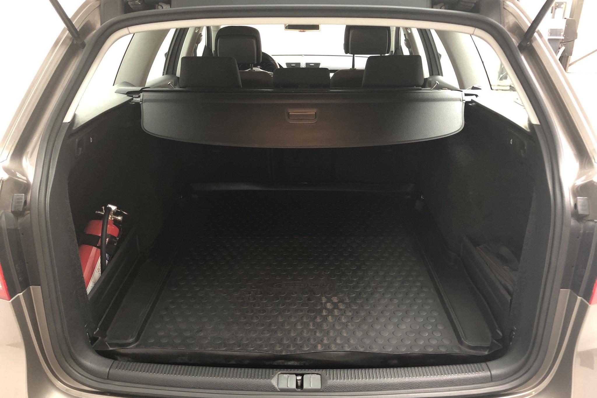 VW Passat 1.4 TSI EcoFuel Variant (150hk) - 12 547 mil - Automat - Light Brown - 2011