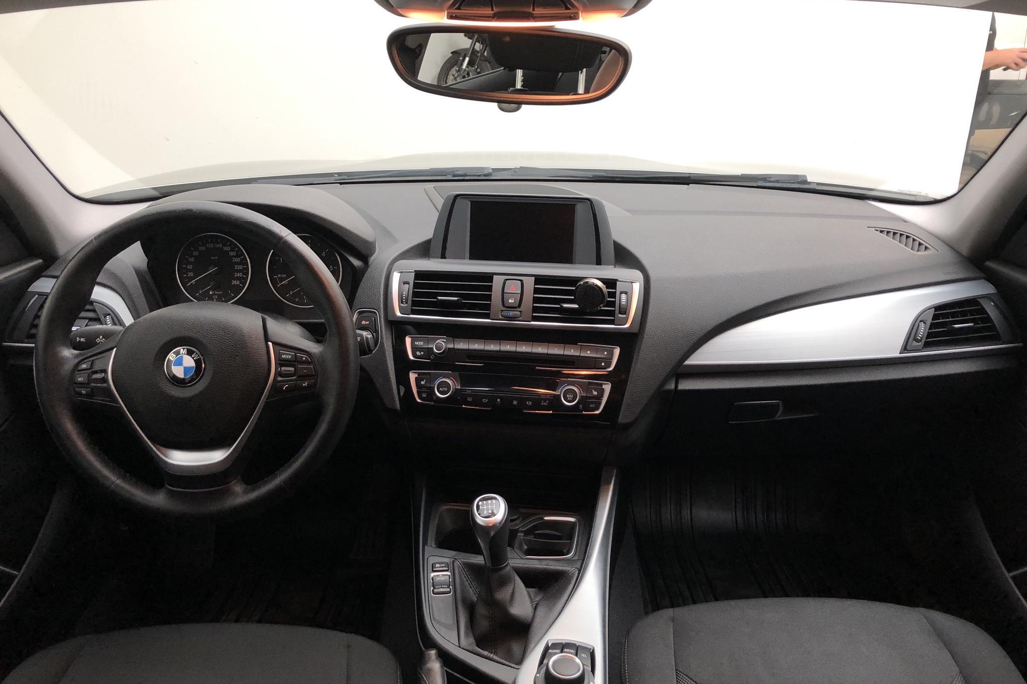 BMW 118d 5dr, F20 (150hk) - 124 510 km - Manual - silver - 2016