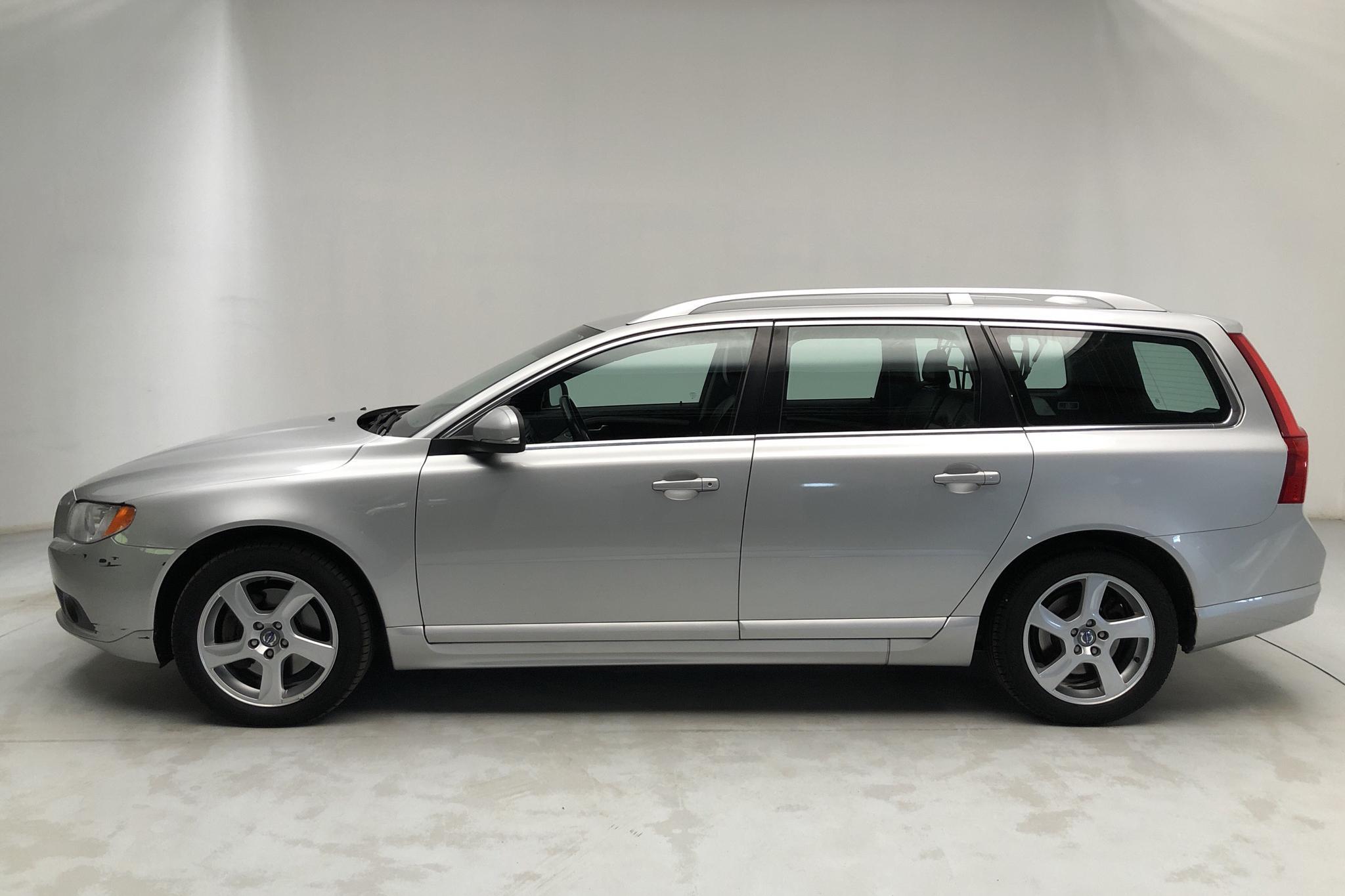 Volvo V70 II D5 (215hk) - 18 044 mil - Automat - Light Grey - 2012