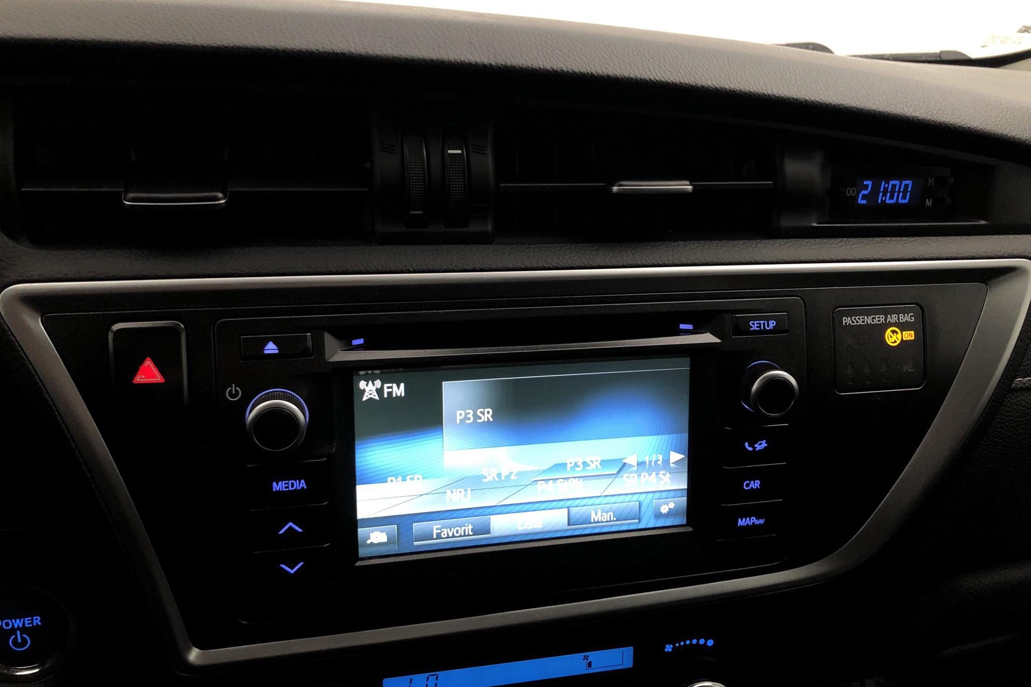 Toyota Auris 1.8 HSD Touring Sports (99hk) - 17 992 mil - Automat - svart - 2015