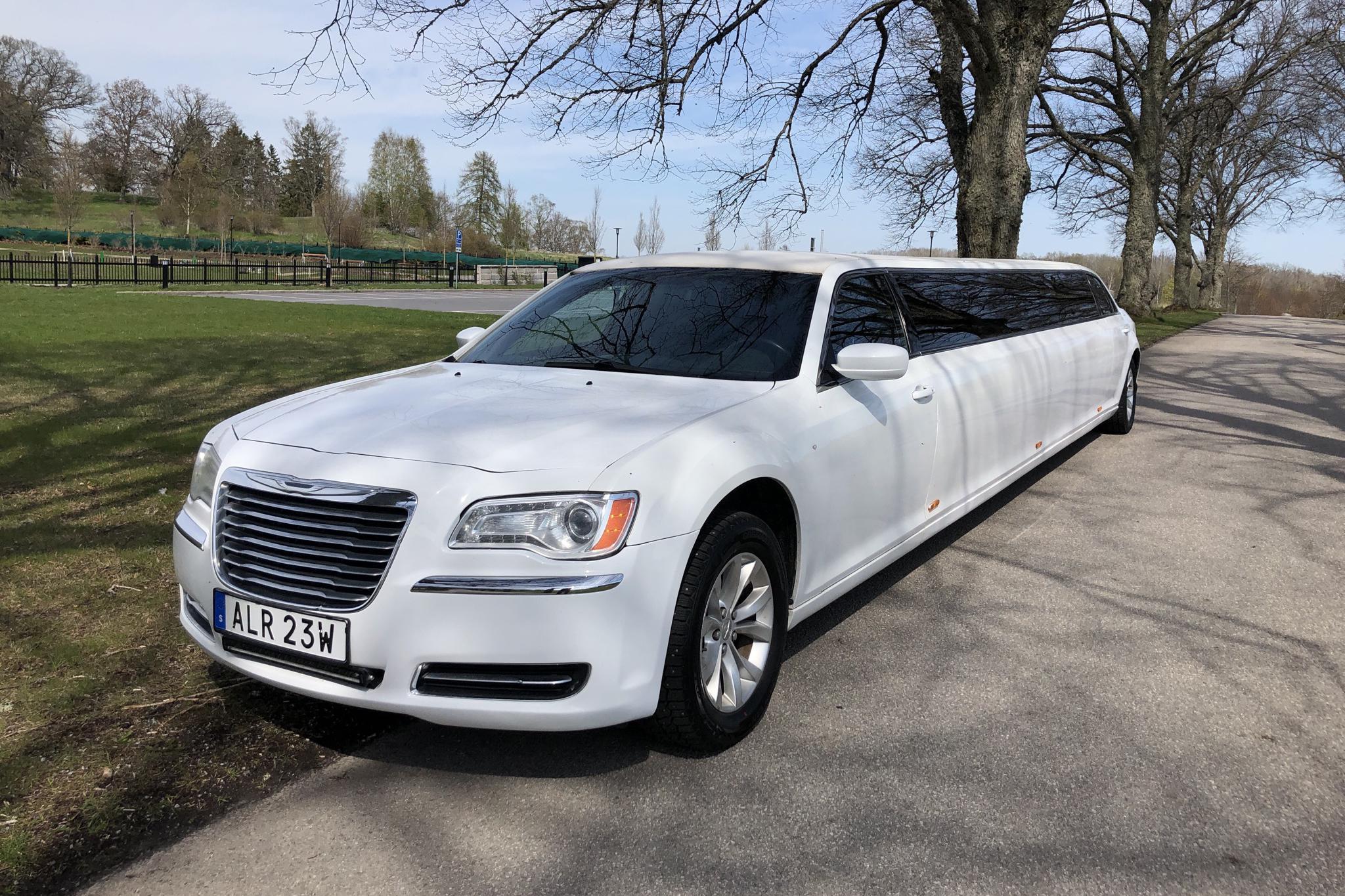 Chrysler 300C Limousine (296hk)