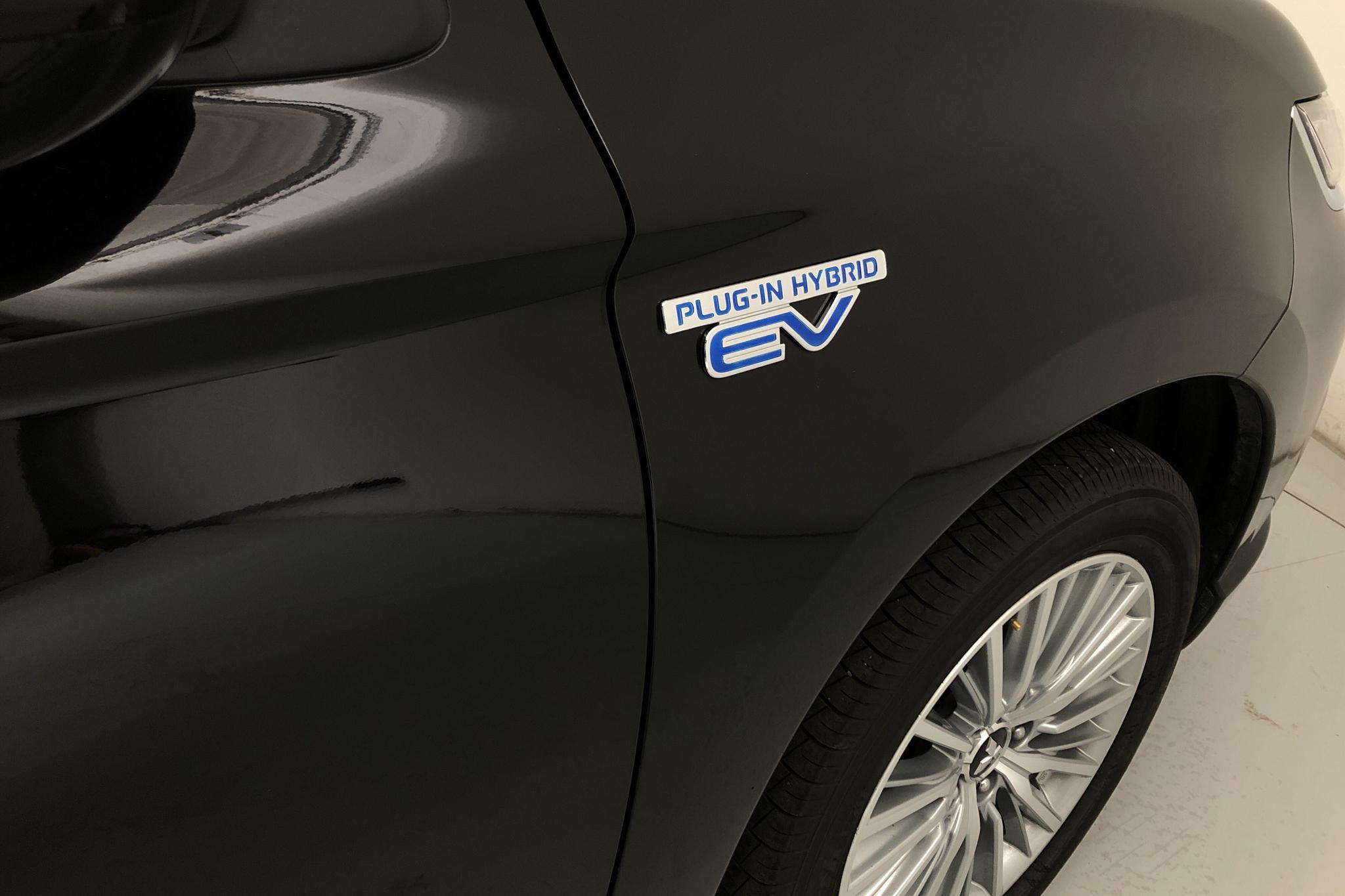 Mitsubishi Outlander 2.4 Plug-in Hybrid 4WD (136hk) - 32 360 km - Automatic - black - 2019