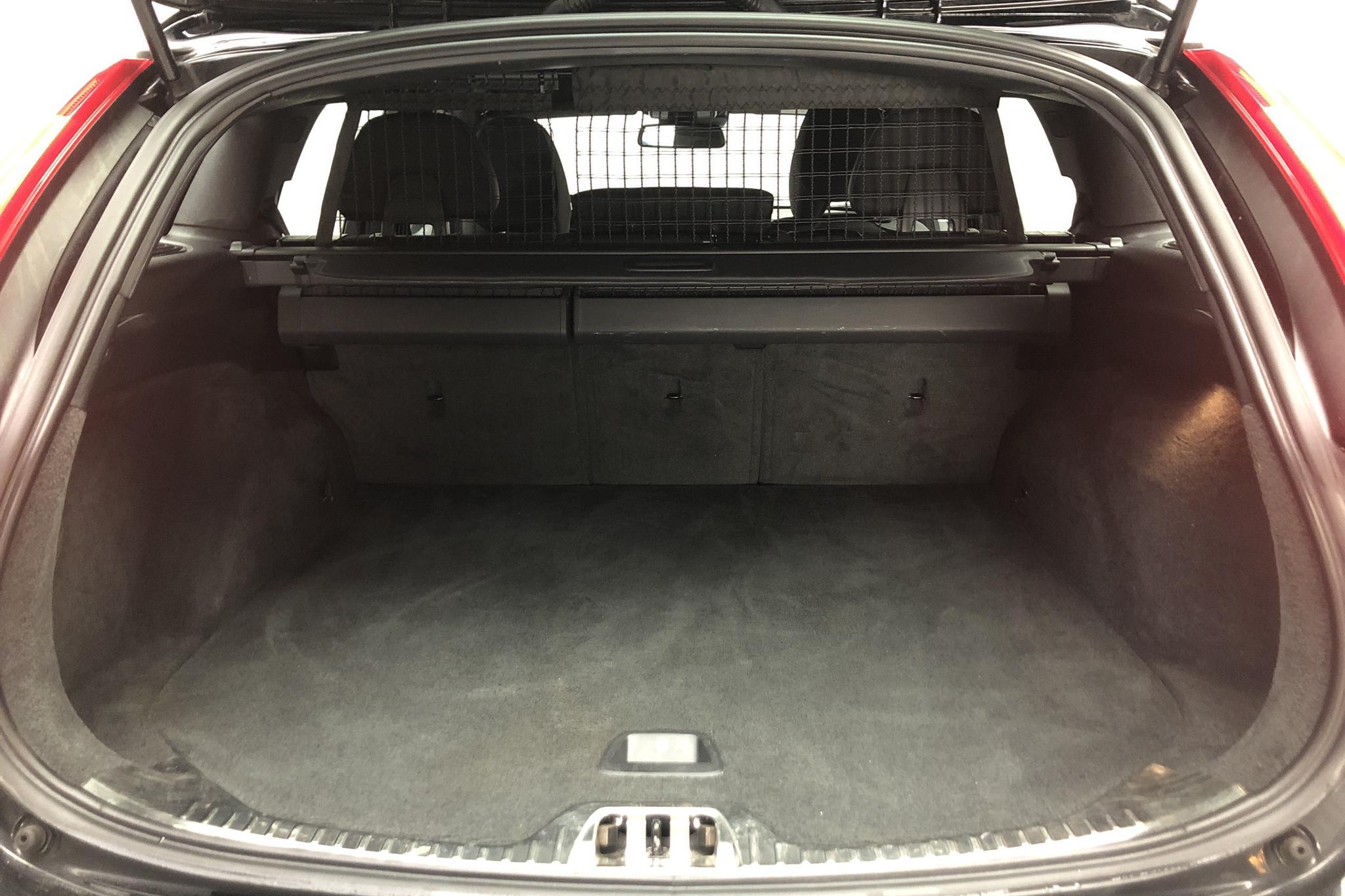 Volvo V60 D4 (181hk) - 111 940 km - Automatic - black - 2015