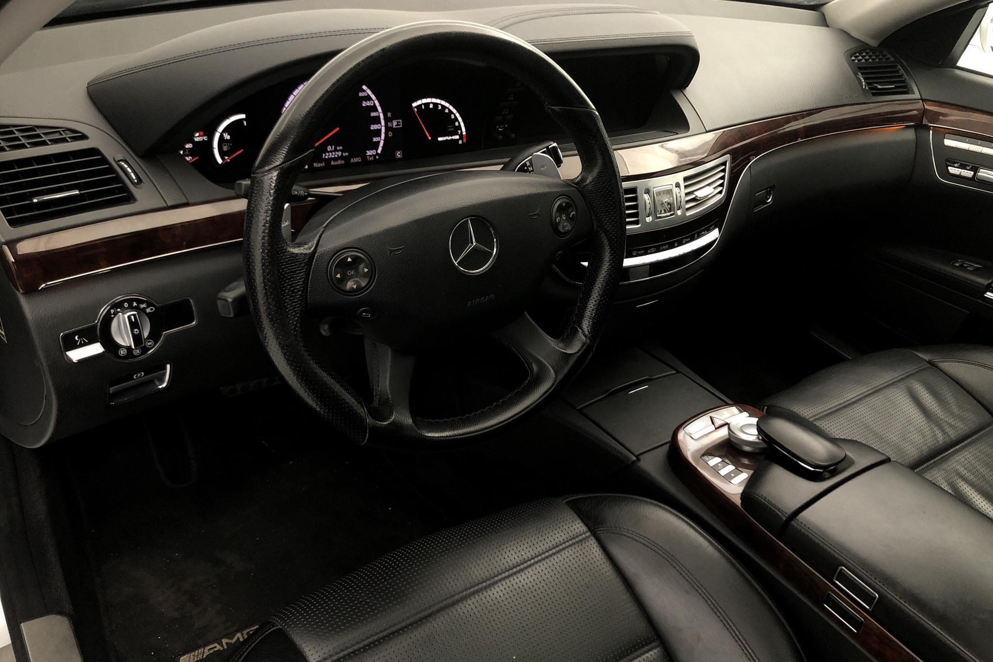 Mercedes S 63 AMG W221 (525hk) - 12 322 mil - Automat - silver - 2008