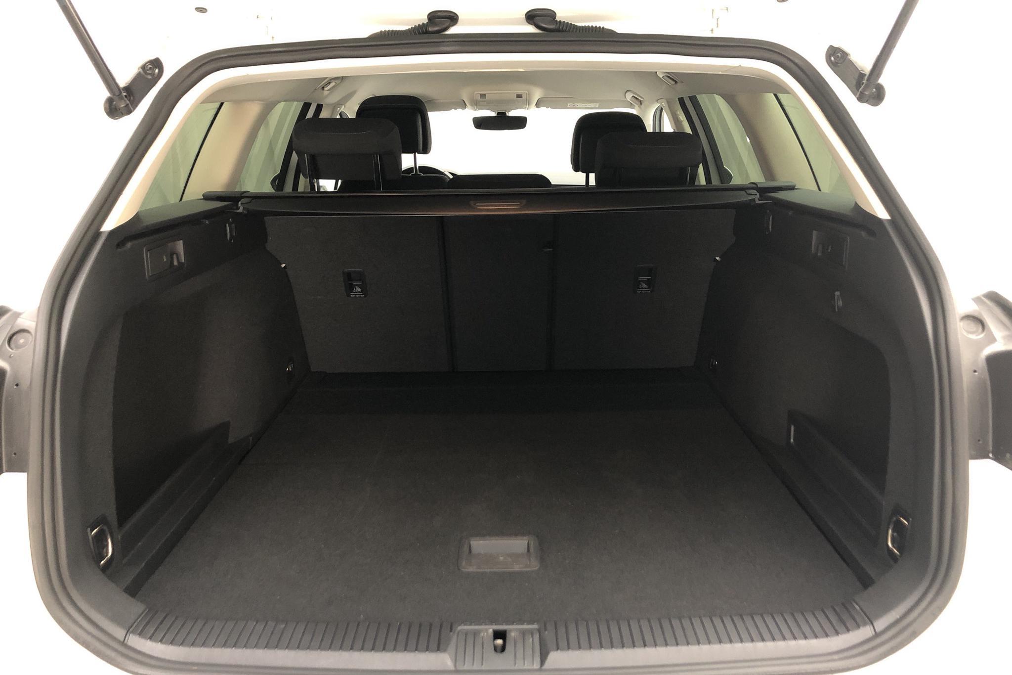 VW Passat 1.4 TSI Sportscombi (150hk) - 5 754 mil - Manuell - vit - 2018