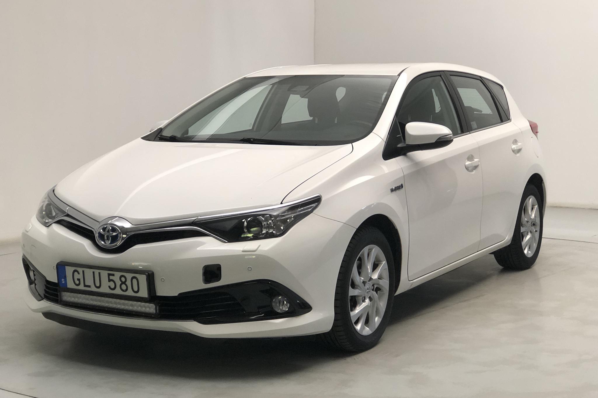 Toyota Auris 1.8 HSD 5dr (99hk) - 6 352 mil - Automat - vit - 2018