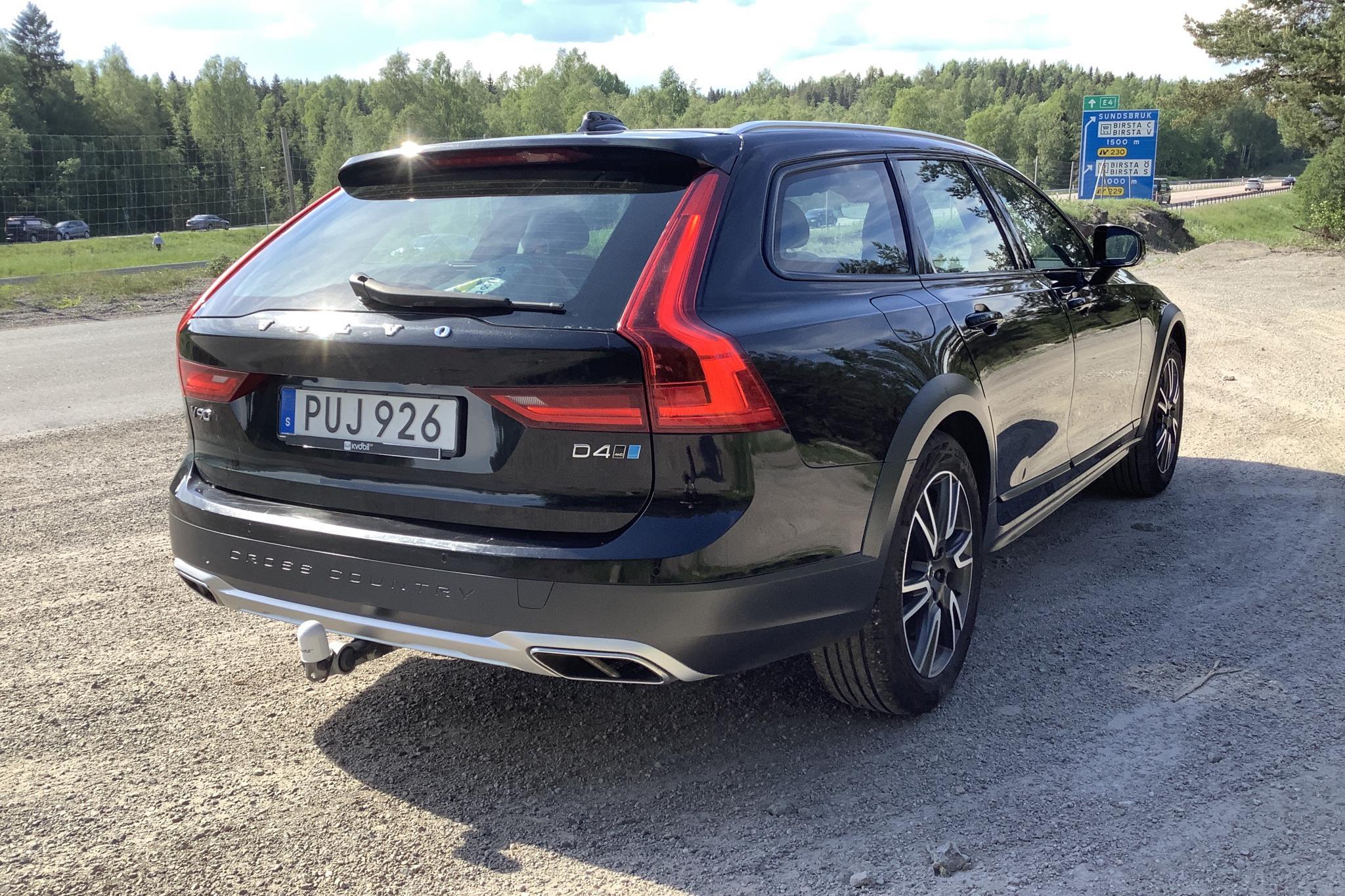 Volvo V90 D4 Cross Country AWD (190hk) - 99 700 km - Automatic - black - 2018