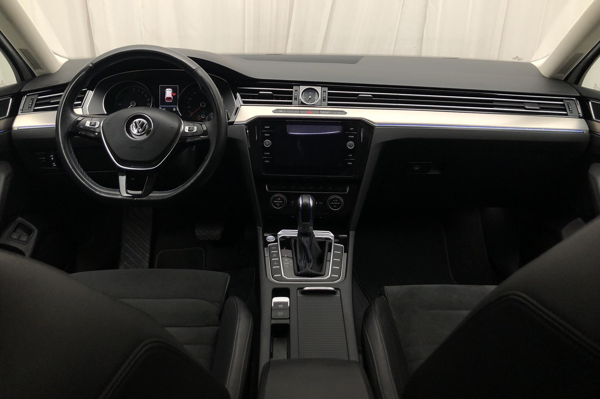 VW Passat 1.4 Plug-in-Hybrid Sportscombi (218hk) - 96 110 km - Automatic - white - 2018