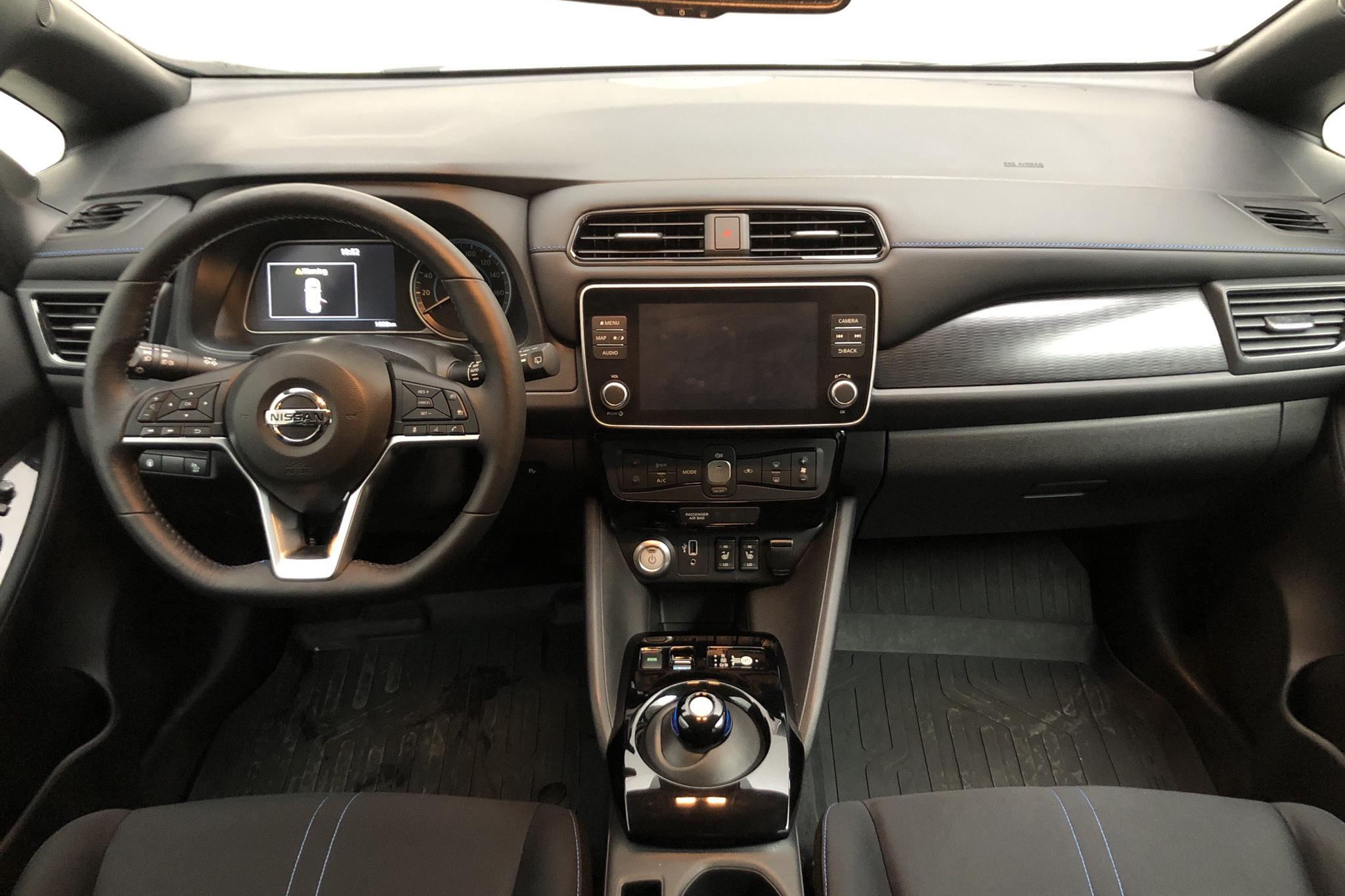 Nissan LEAF 5dr 62 kWh (214hk) - 1 650 km - Automatic - white - 2020