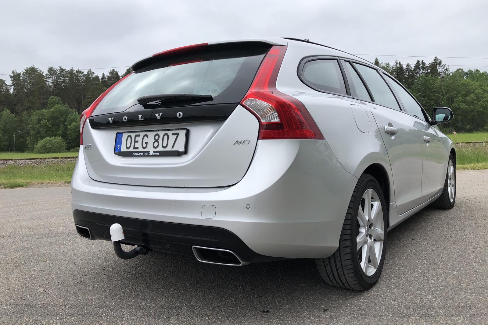 Volvo V60 D4 AWD (190hk) - 122 300 km - Automatic - silver - 2017