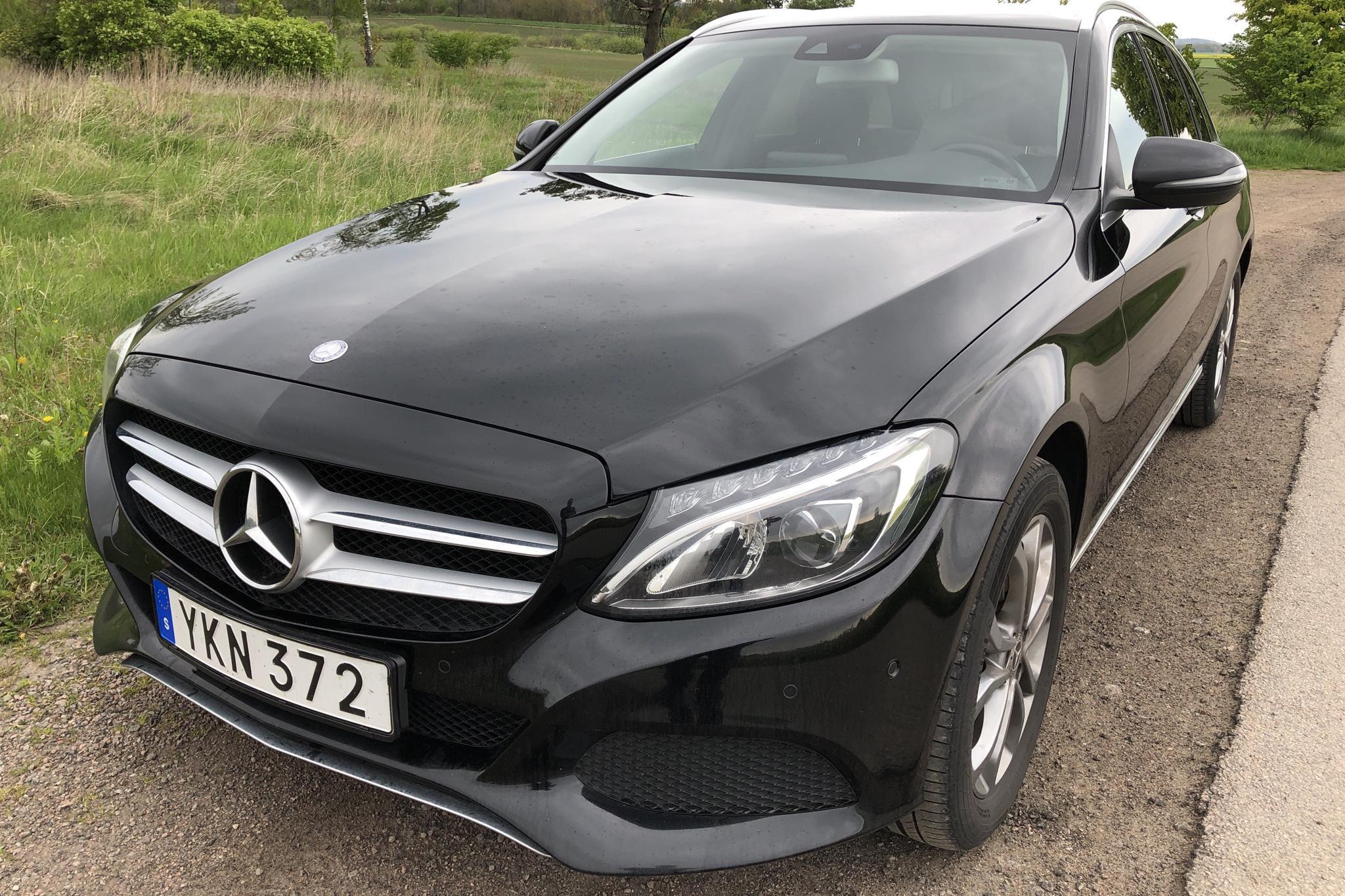 Mercedes C 220 d 4MATIC Kombi S205 (170hk) - 102 370 km - Automatic - black - 2017