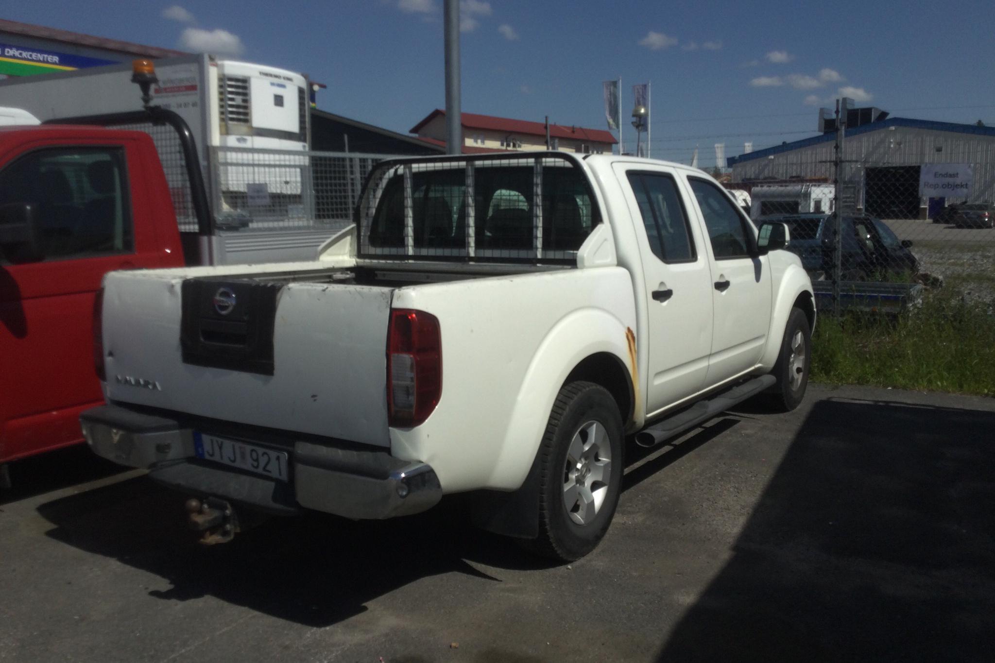 Nissan Navara 2.5 dCi 4WD (171hk) - 12 473 mil - Manuell - vit - 2009