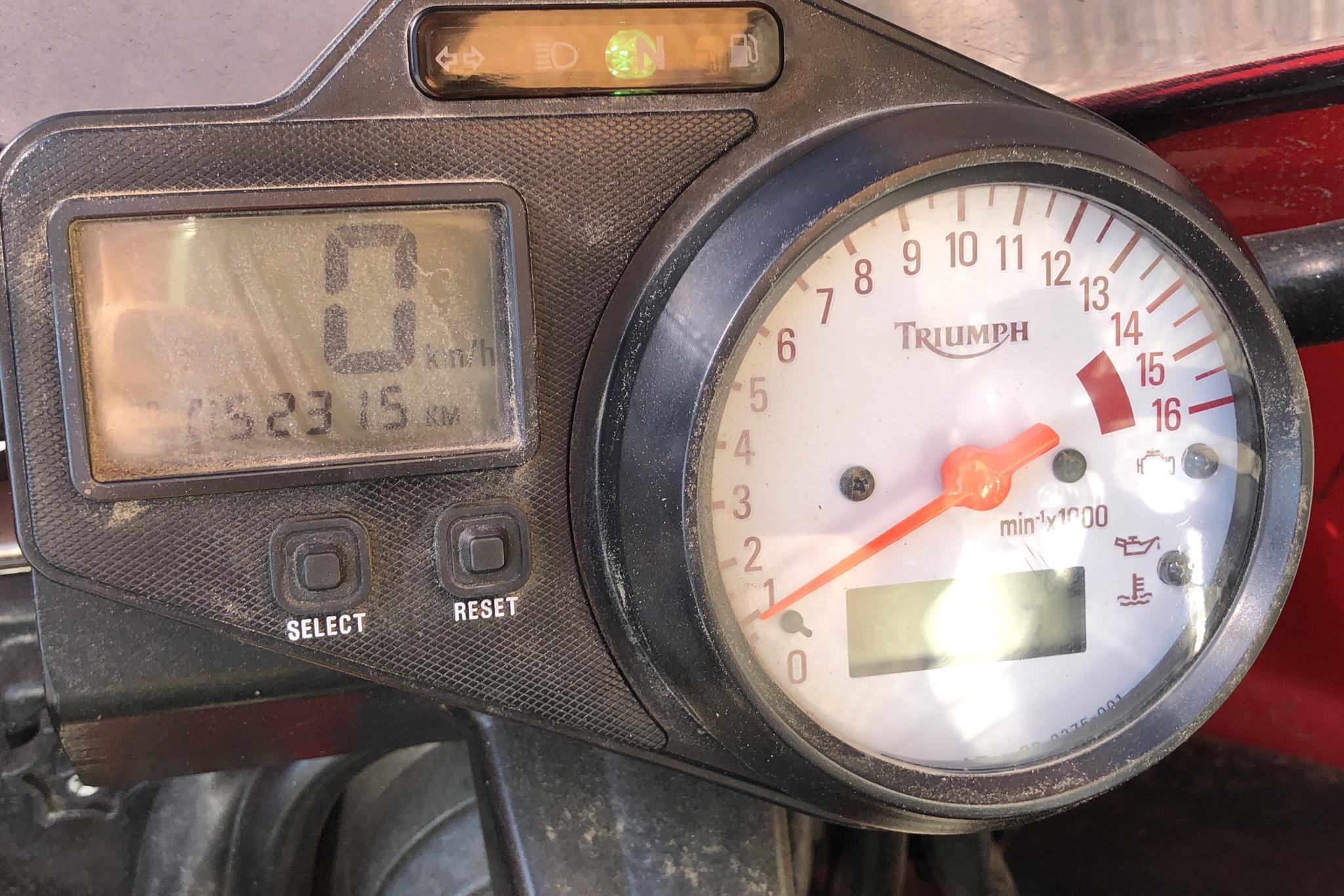 TRIUMPH TT 600 Motorcykel - 5 231 mil - Manuell - röd - 2000