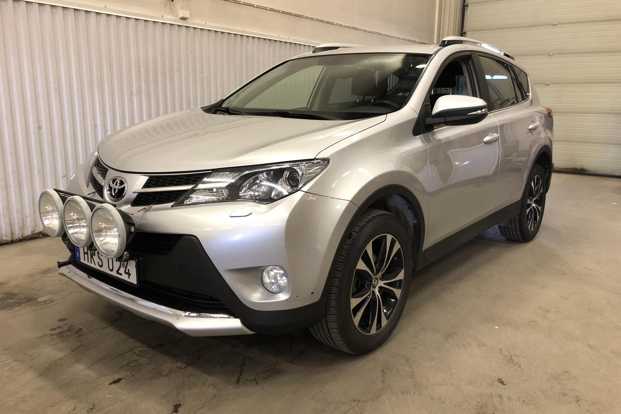 Toyota RAV4 2.0 D-4D DPF (121hk) - 82 110 km - Manual - silver - 2015