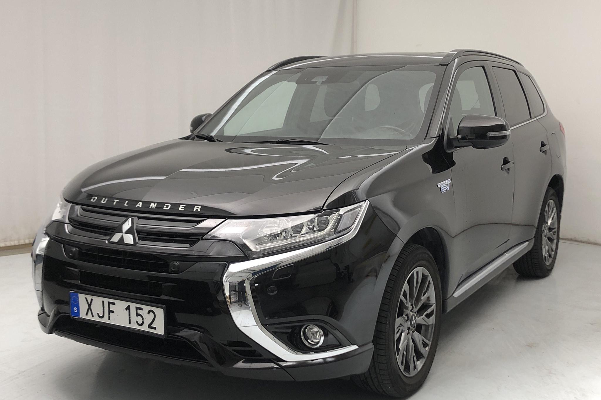 Mitsubishi Outlander 2.0 Plug-in Hybrid 4WD (121hk) - 36 120 km - Automatic - black - 2018
