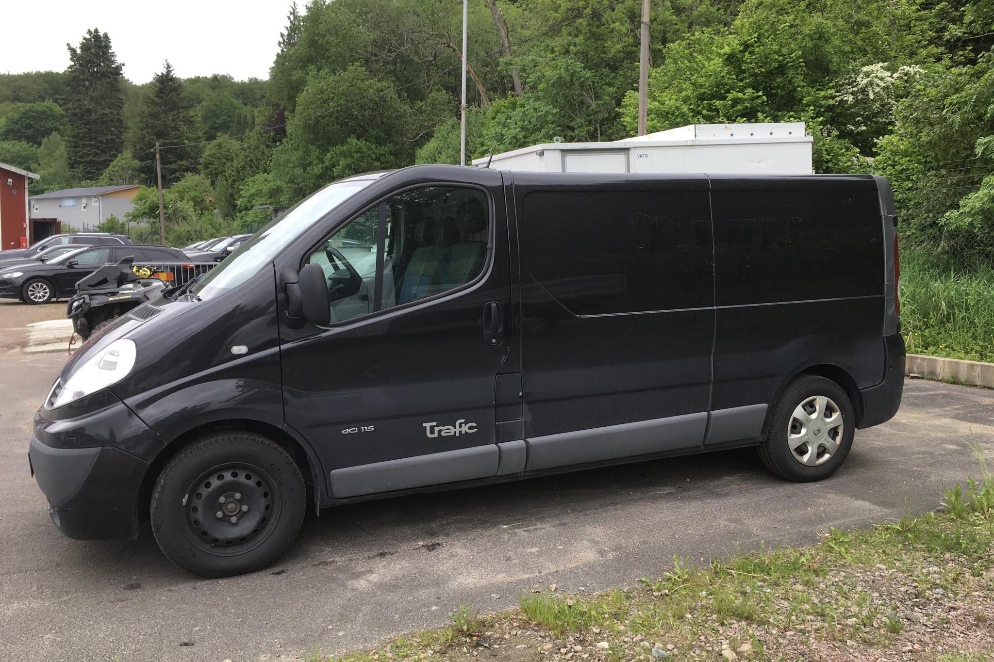 Renault Trafic 2.0 dCi Skåp/Buss (115hk) - 15 230 mil - Manuell - svart - 2014