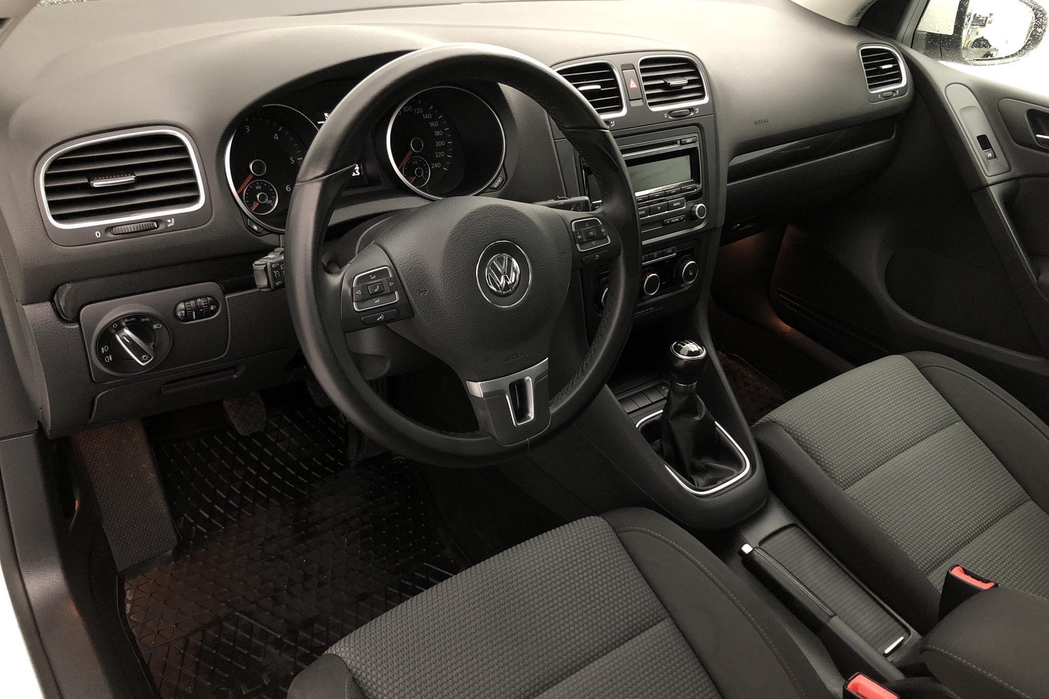 VW Golf VI GT 2.0 TDI 5dr (140hk) - 8 686 mil - Manuell - vit - 2012
