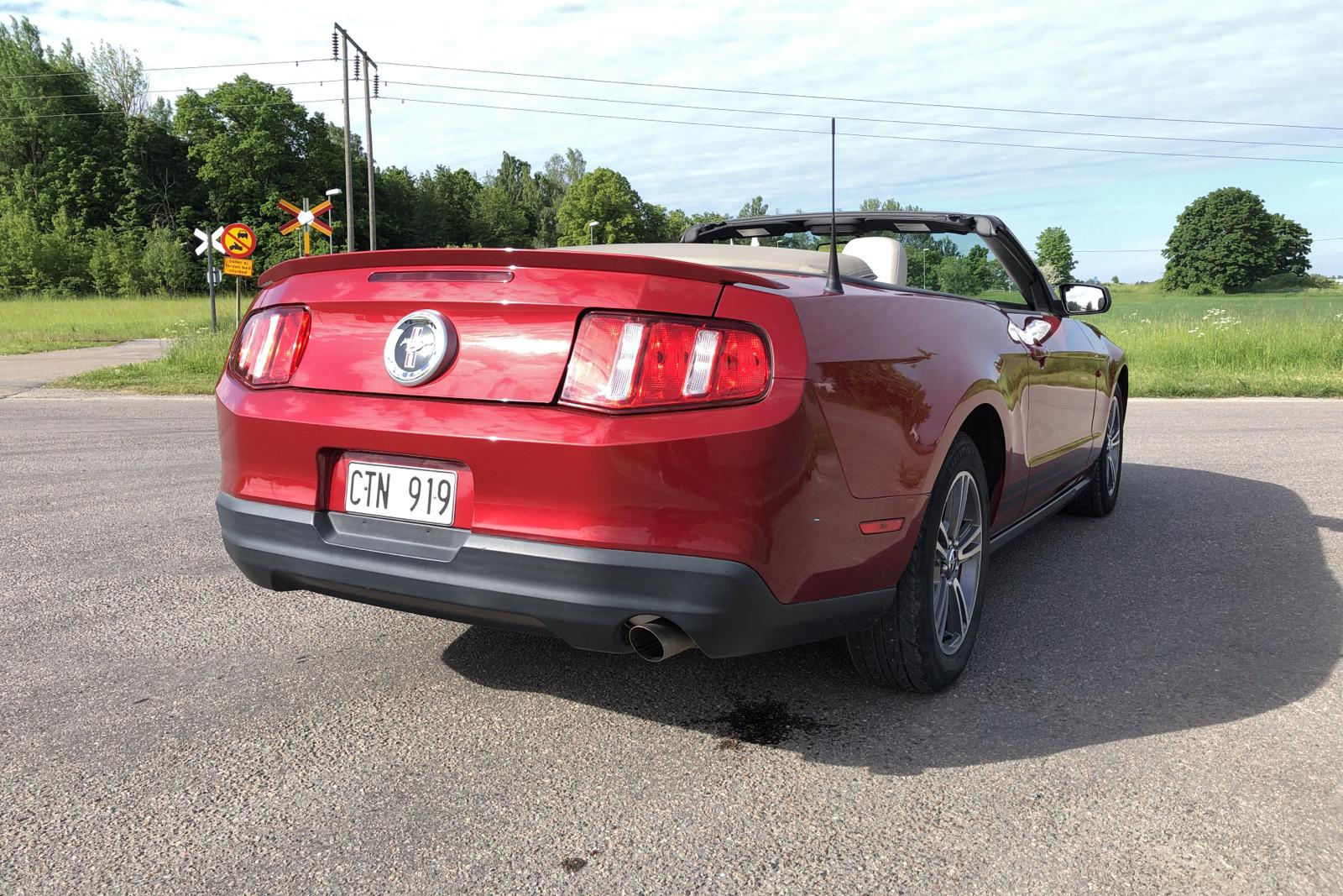 Ford Mustang 4.0 V6 Cabriolet (210hk) - 5 819 mil - Automat - Dark Red - 2010