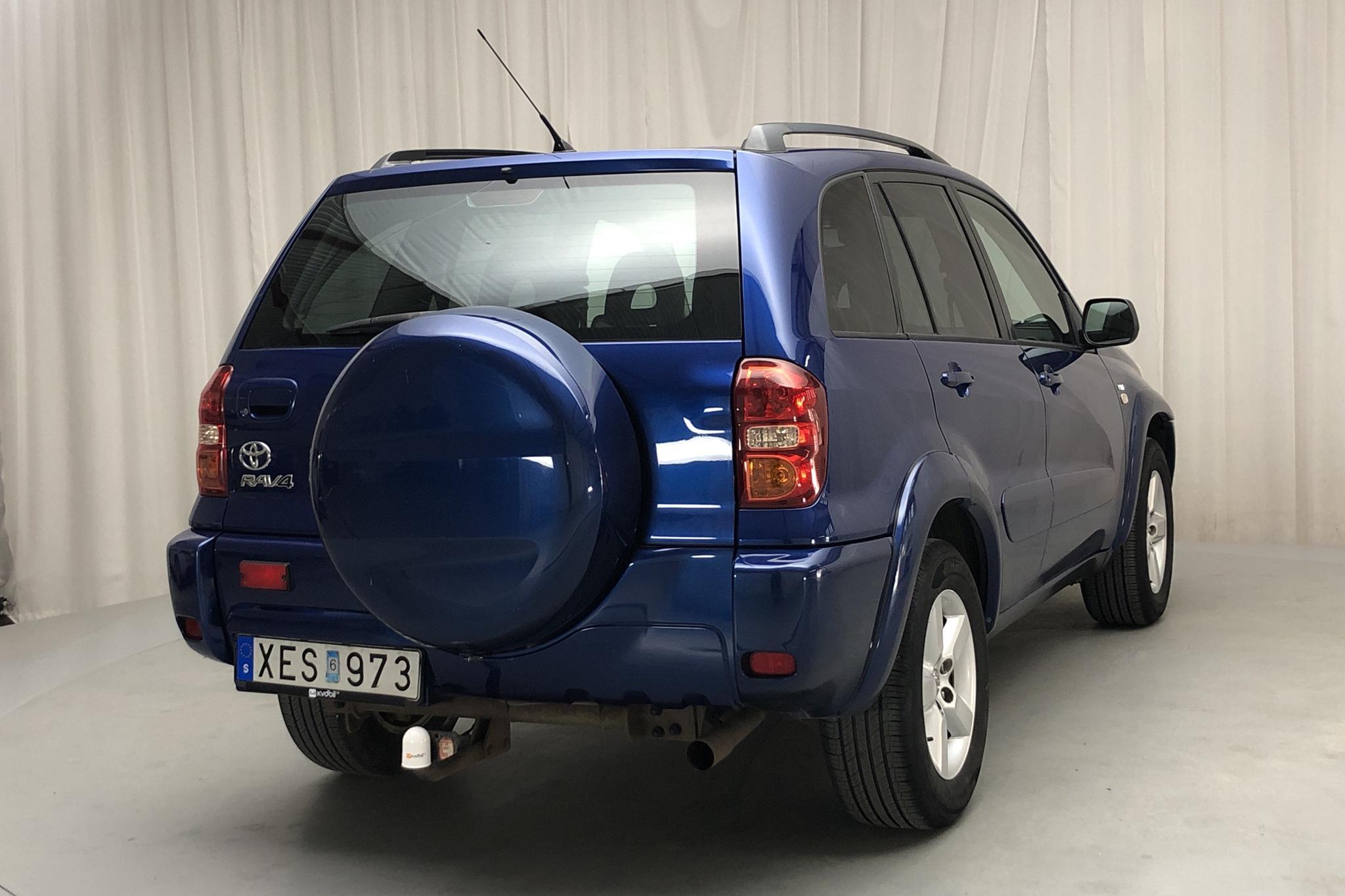 Toyota RAV4 2.0 5dr (150hk) - 18 389 mil - Manuell - blå - 2006