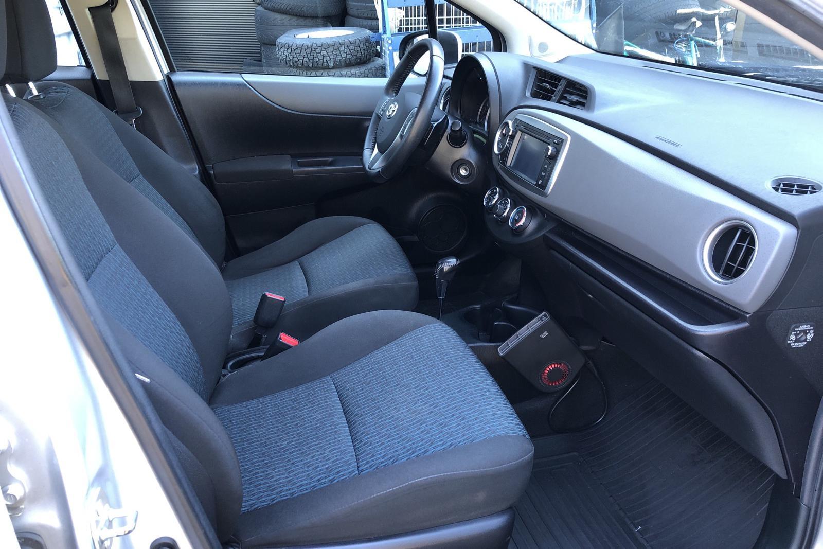 Toyota Yaris 1.33 5dr (100hk) - 9 151 mil - Automat - silver - 2013