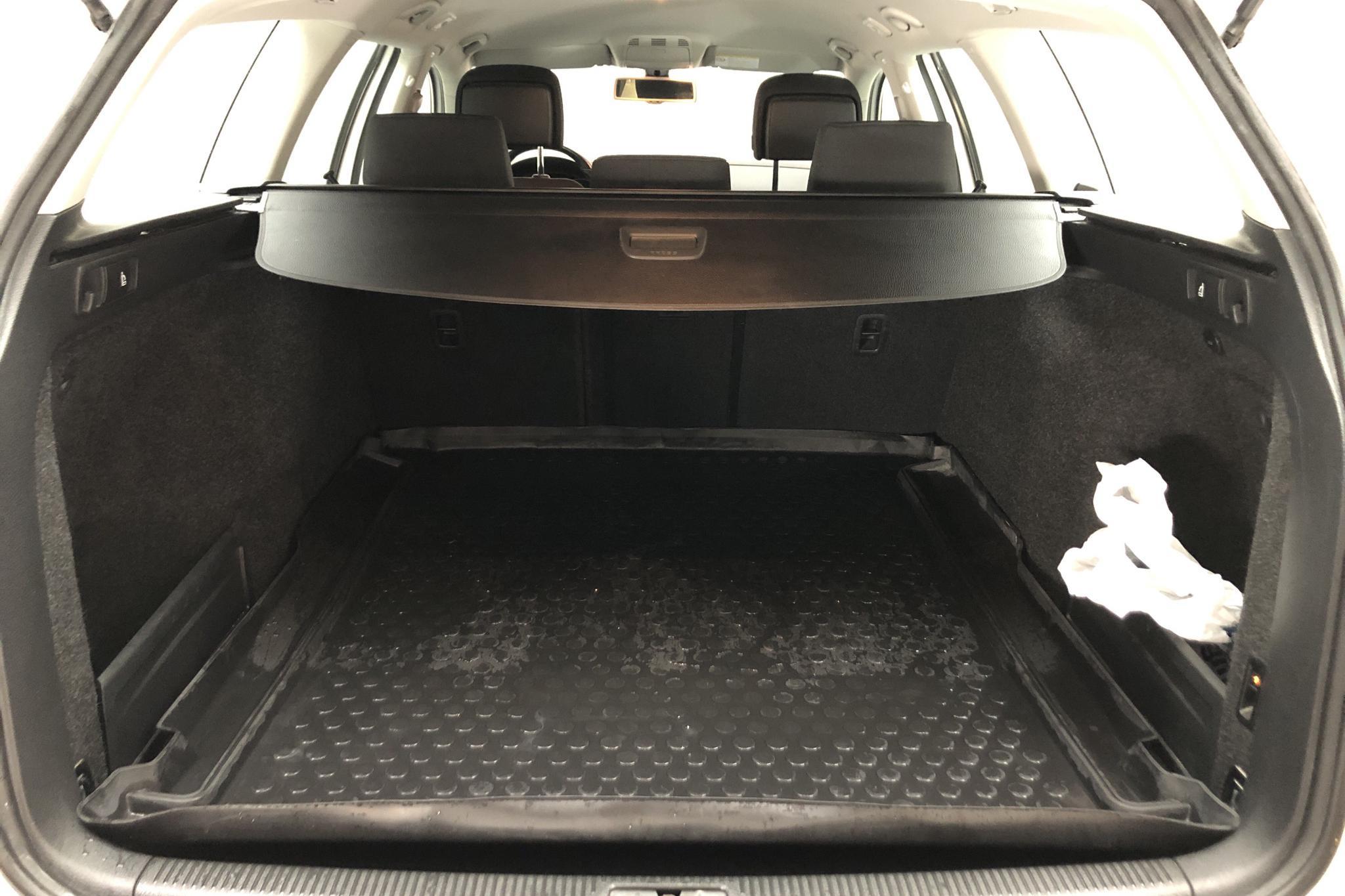 VW Passat 2.0 TDI BlueMotion Technology Variant (140hk) - 151 760 km - Manual - white - 2012
