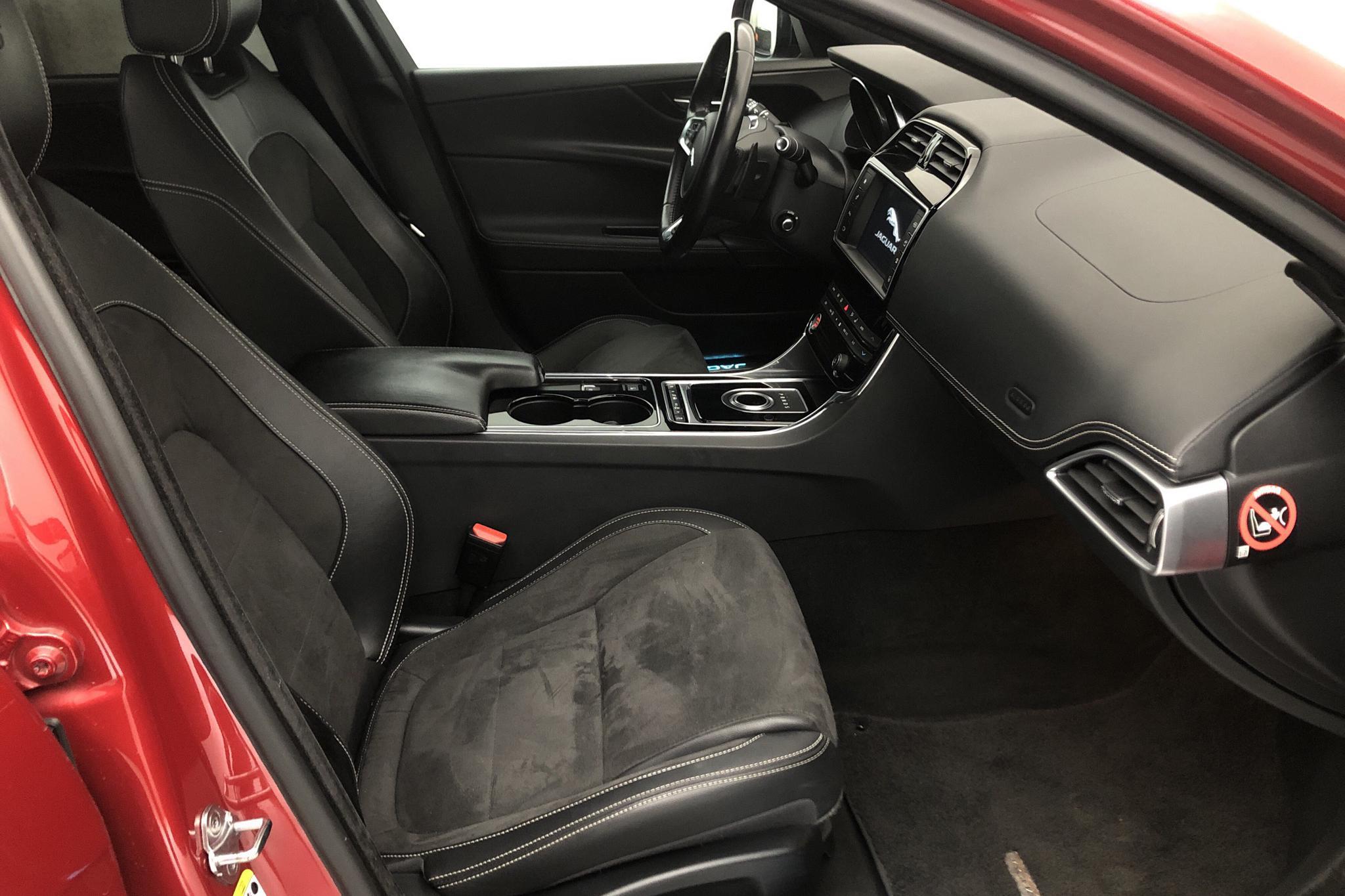 Jaguar XE S (340hk) - 8 278 mil - Automat - röd - 2016