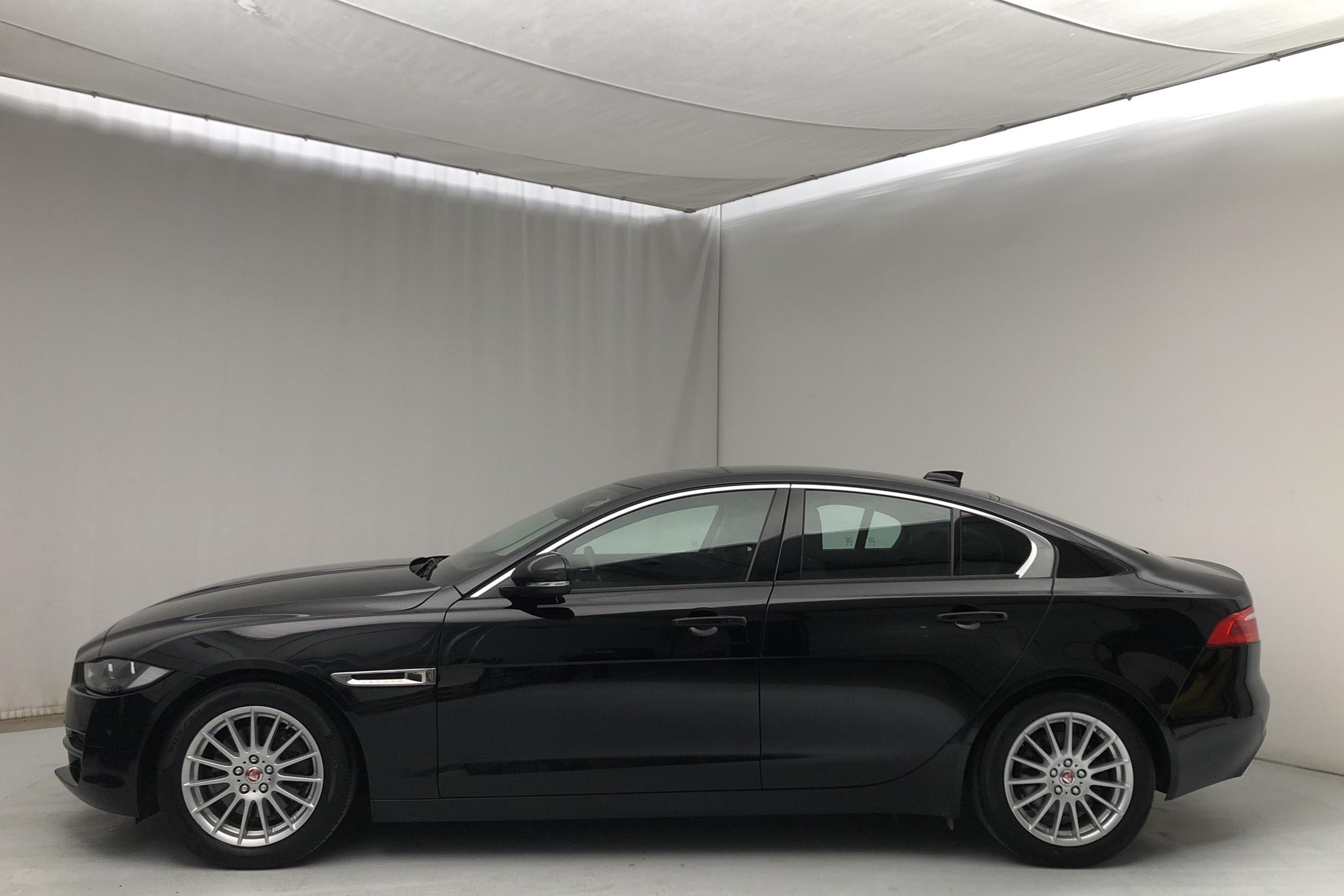 Jaguar XE 2.0D E-Performance (163hk) - 12 401 mil - Automat - svart - 2017