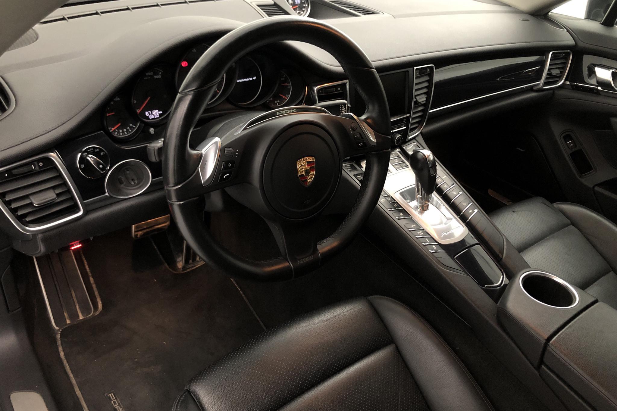 Porsche Panamera 4 (310hk) - 6 712 mil - Automat - svart - 2015