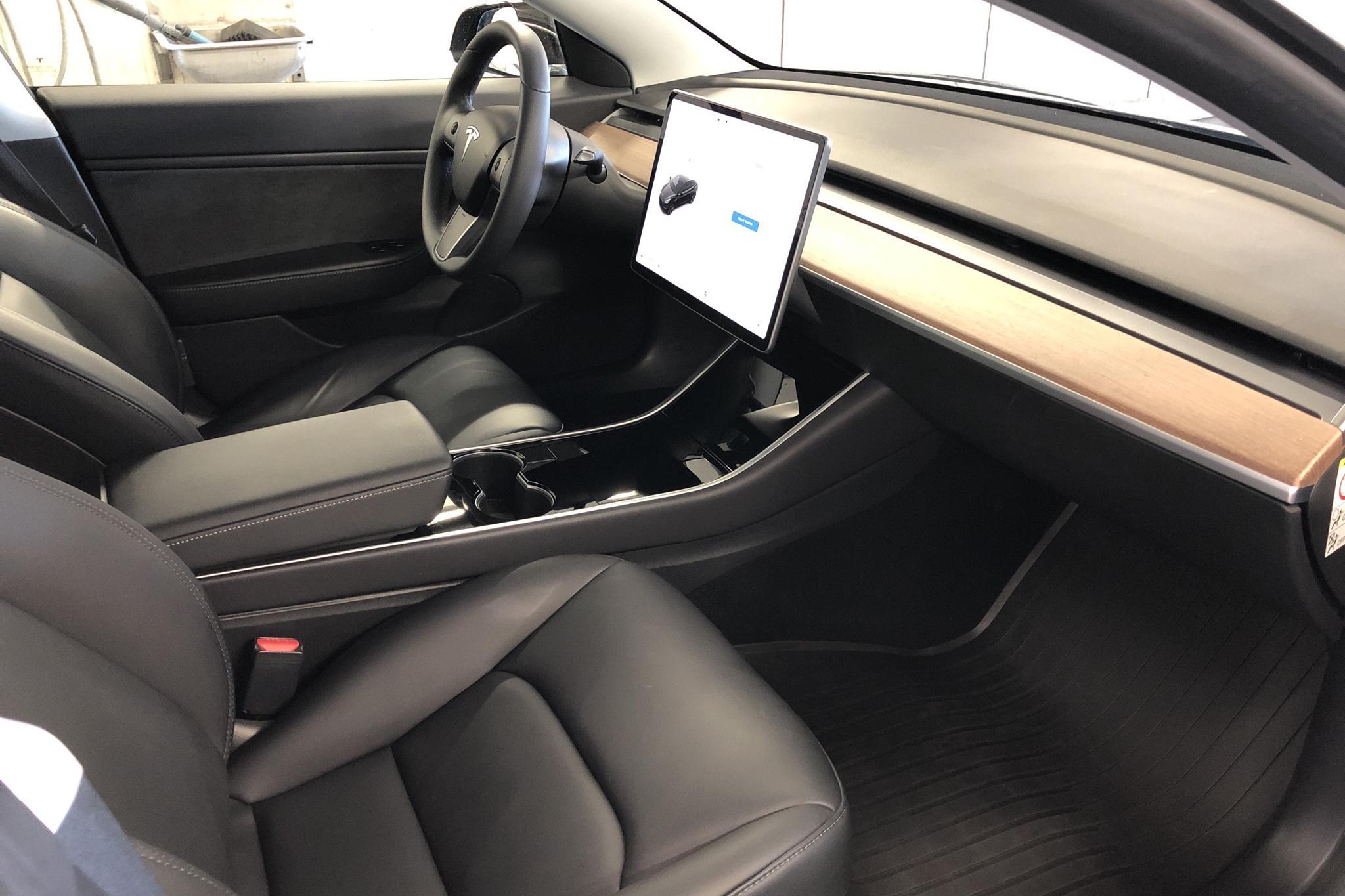 Tesla Model 3 Standard Range RWD - 57 220 km - Automatic - black - 2019