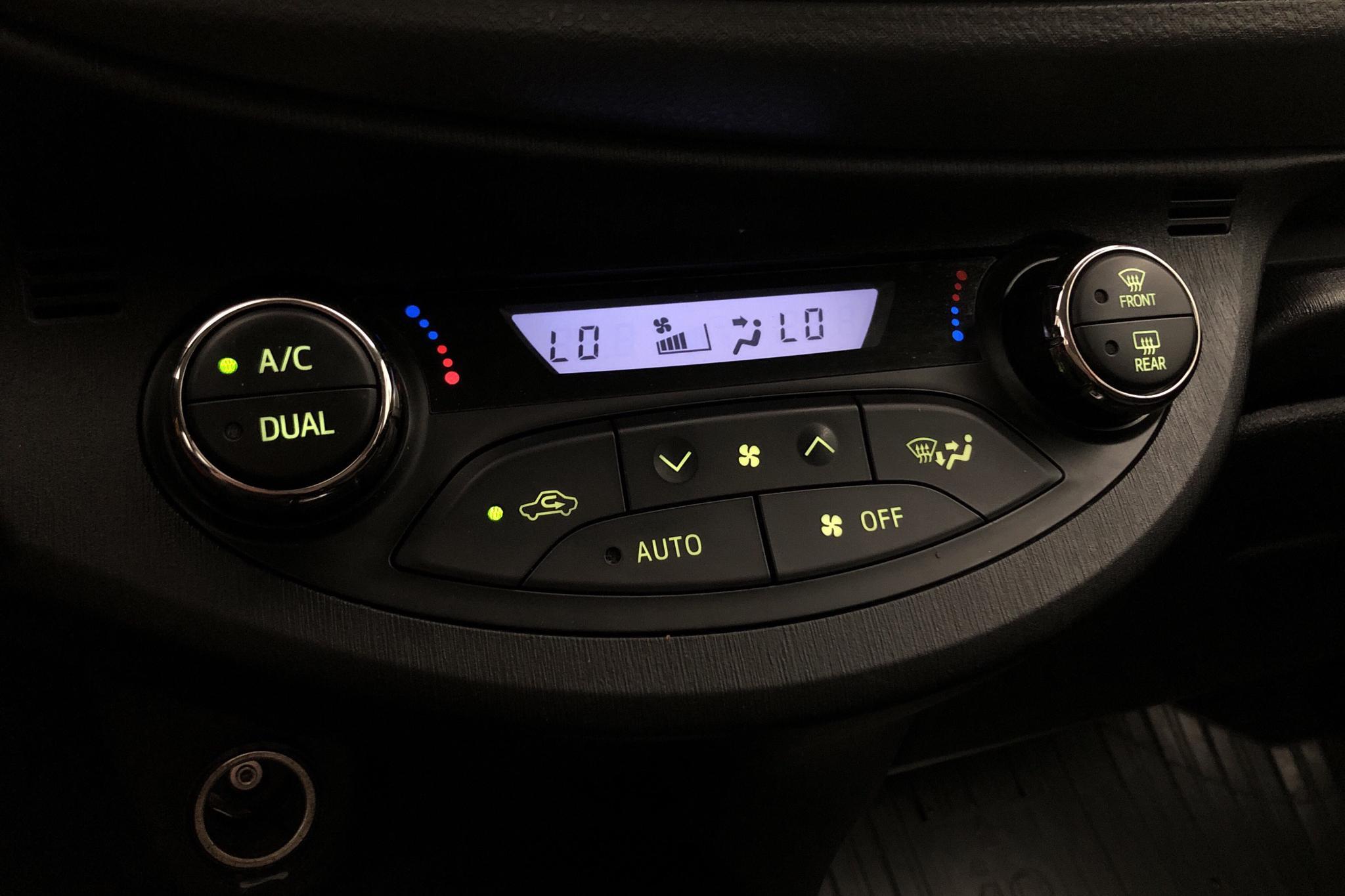 Toyota Yaris 1.5 HSD 5dr (75hk) - 10 781 mil - Automat - röd - 2013