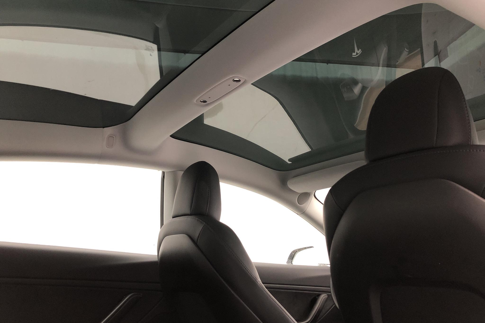 Tesla Model 3 Standard Range RWD - 3 135 mil - Automat - vit - 2019