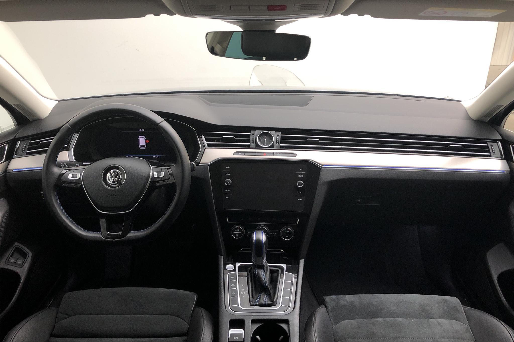 VW Passat 1.4 Plug-in-Hybrid Sportscombi (218hk) - 6 673 mil - Automat - silver - 2019