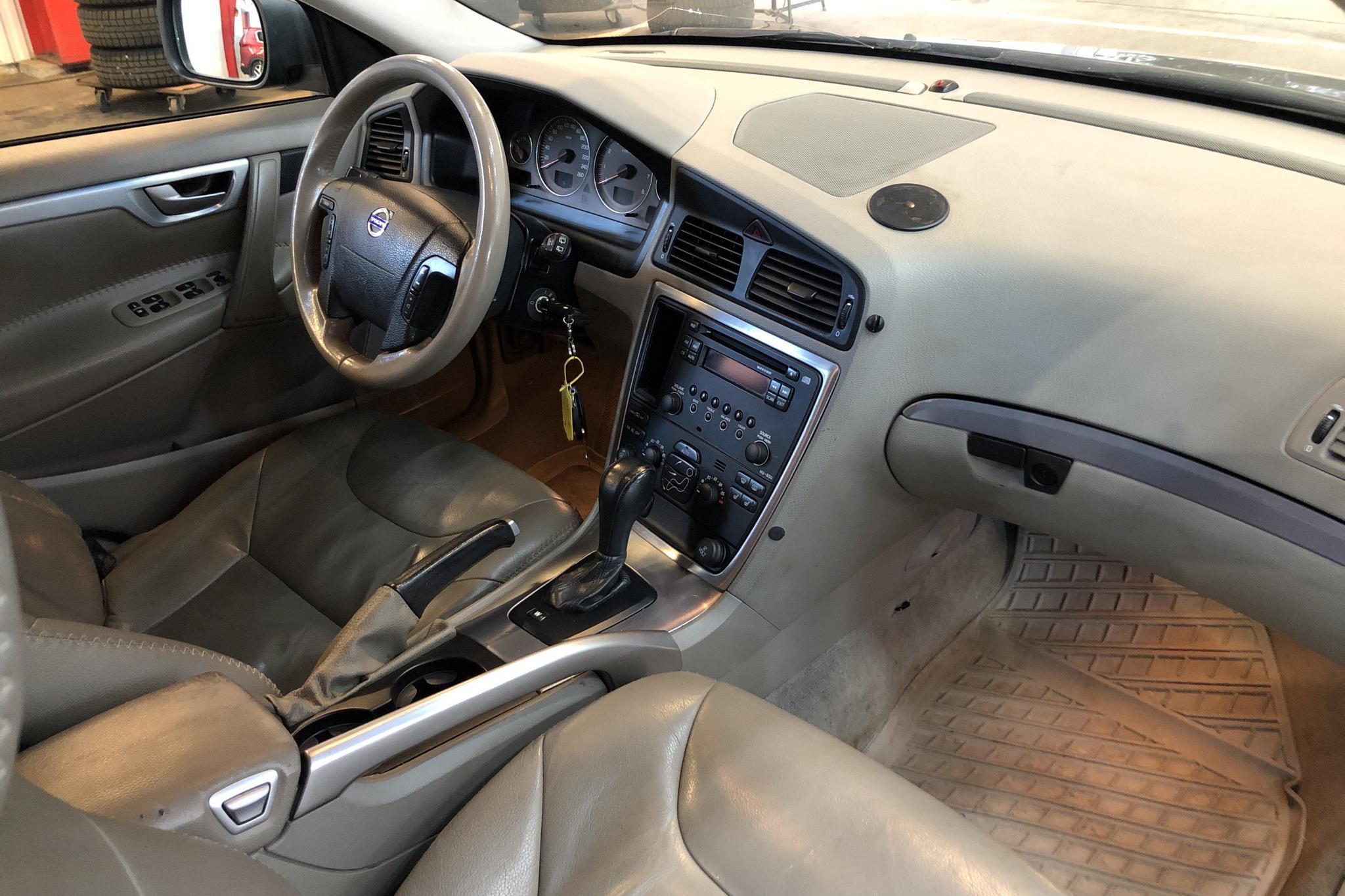 Volvo XC70 2.5T (210hk) - 21 759 mil - Automat - Dark Green - 2005