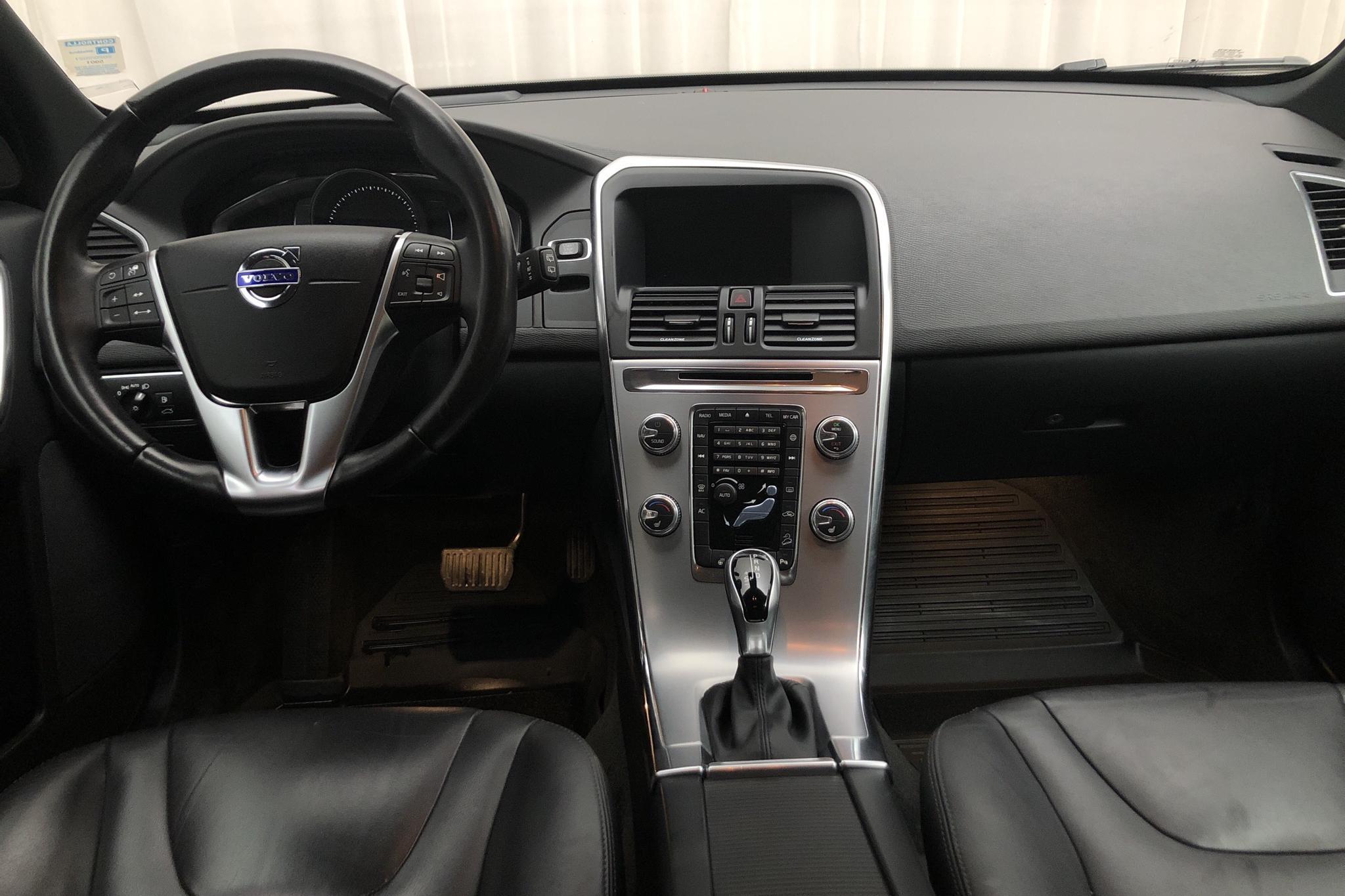 Volvo XC60 D4 AWD (190hk) - 92 150 km - Automatic - white - 2017