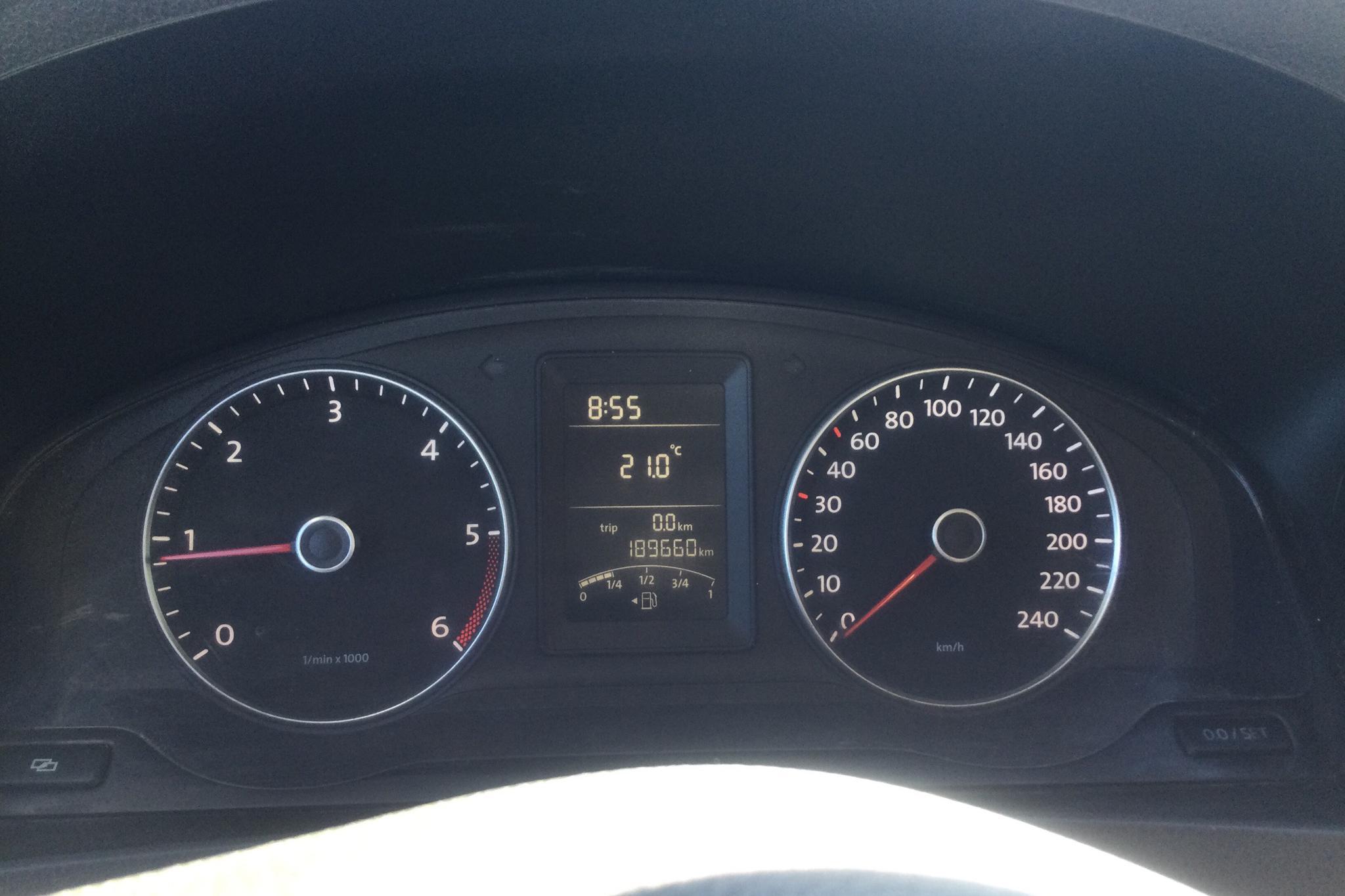 VW Transporter T5 2.0 TDI (102hk) - 18 966 mil - Manuell - silver - 2011