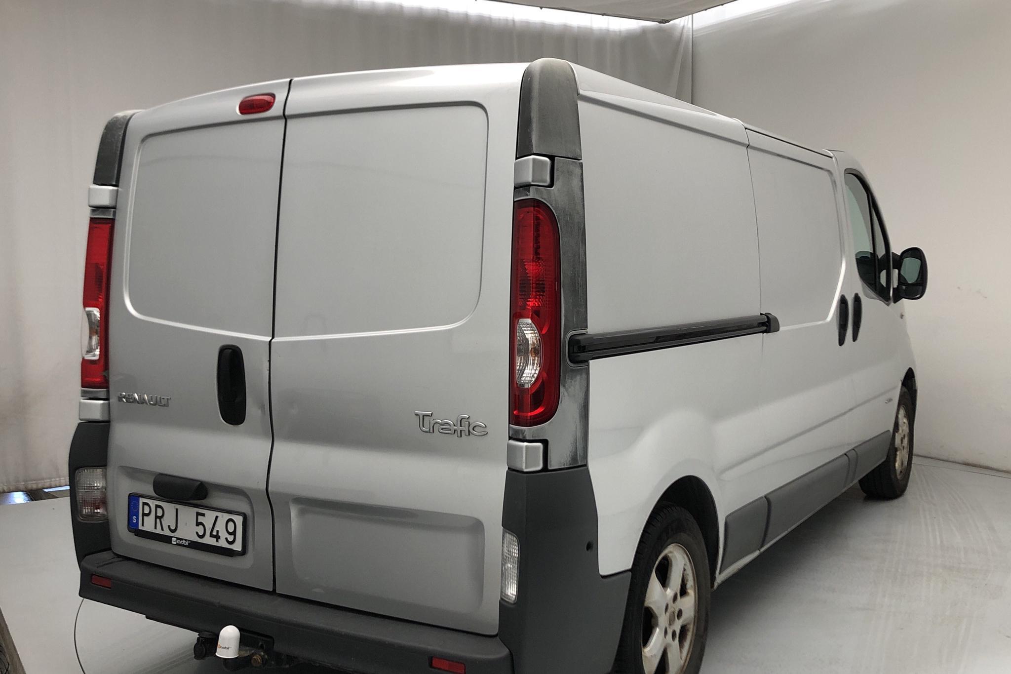 Renault Trafic 2.0 dCi Skåp/Buss (115hk) - 161 180 km - Manual - silver - 2012