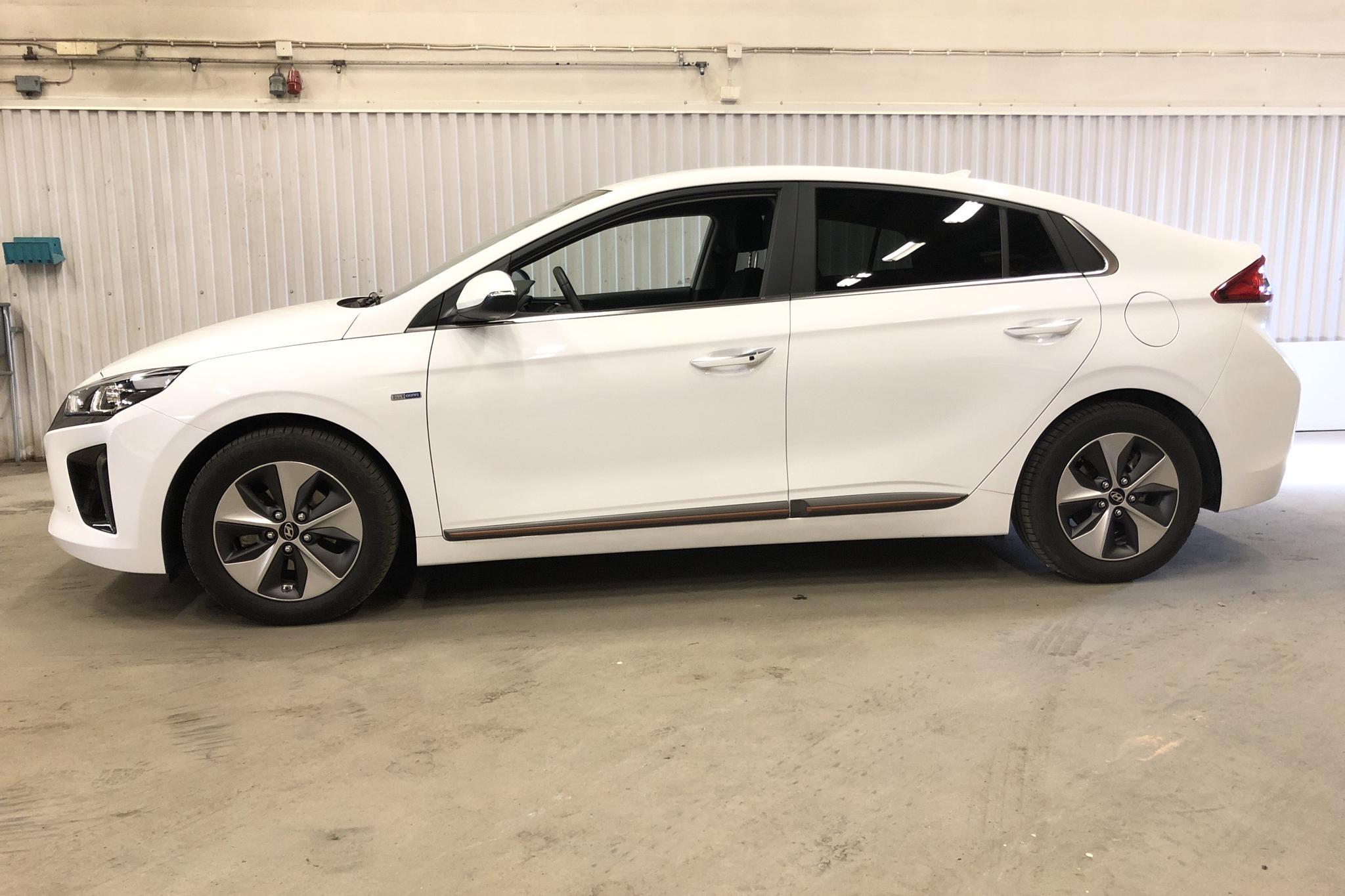 Hyundai IONIQ Electric (120hk) - 7 340 km - Automatic - white - 2019
