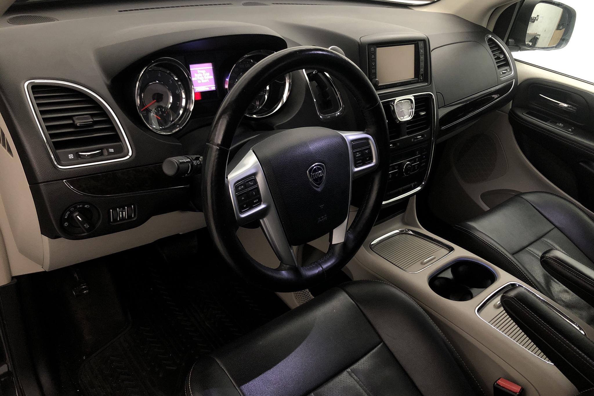 Lancia Lancia Voyager 3.6 V6 (283hk) - 140 880 km - Automatic - black - 2012